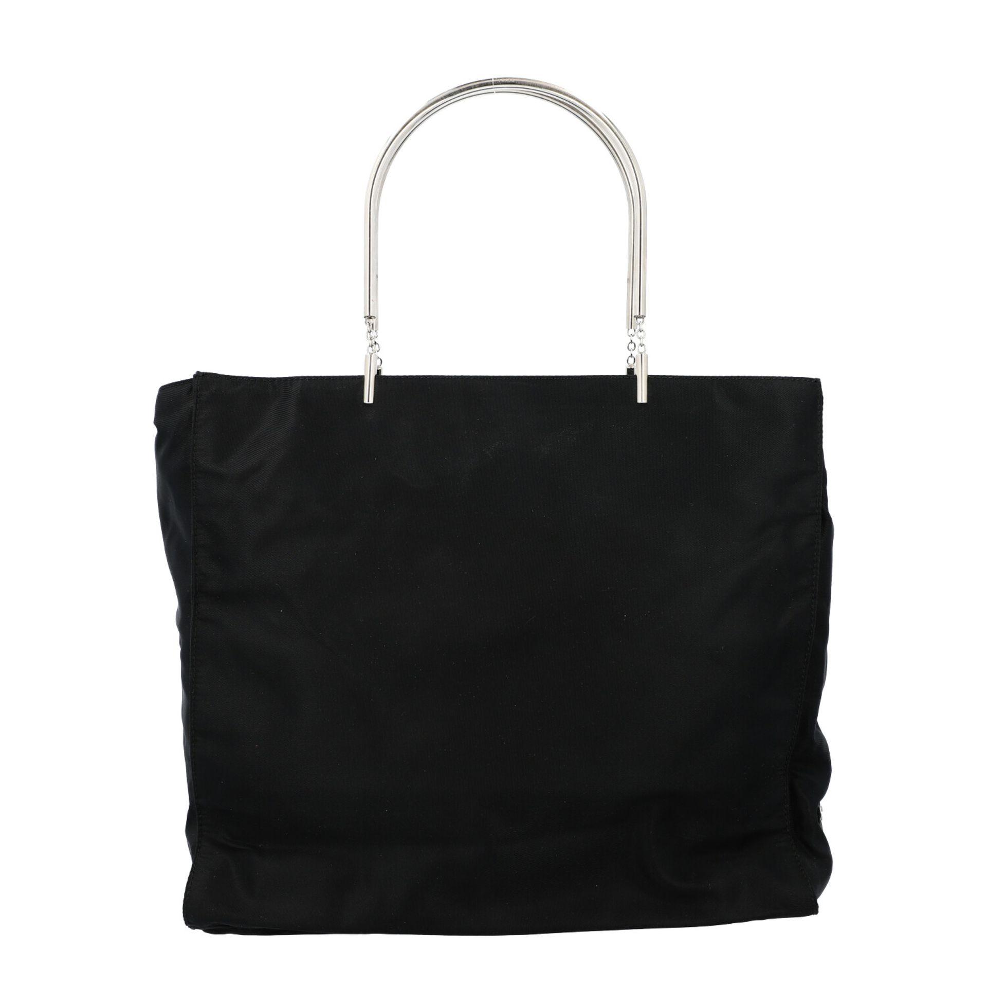 PRADA Henkeltasche. Modell aus schwarzem Nylon mit silberfarbenen Doppelhenkln aus Met - Image 4 of 7