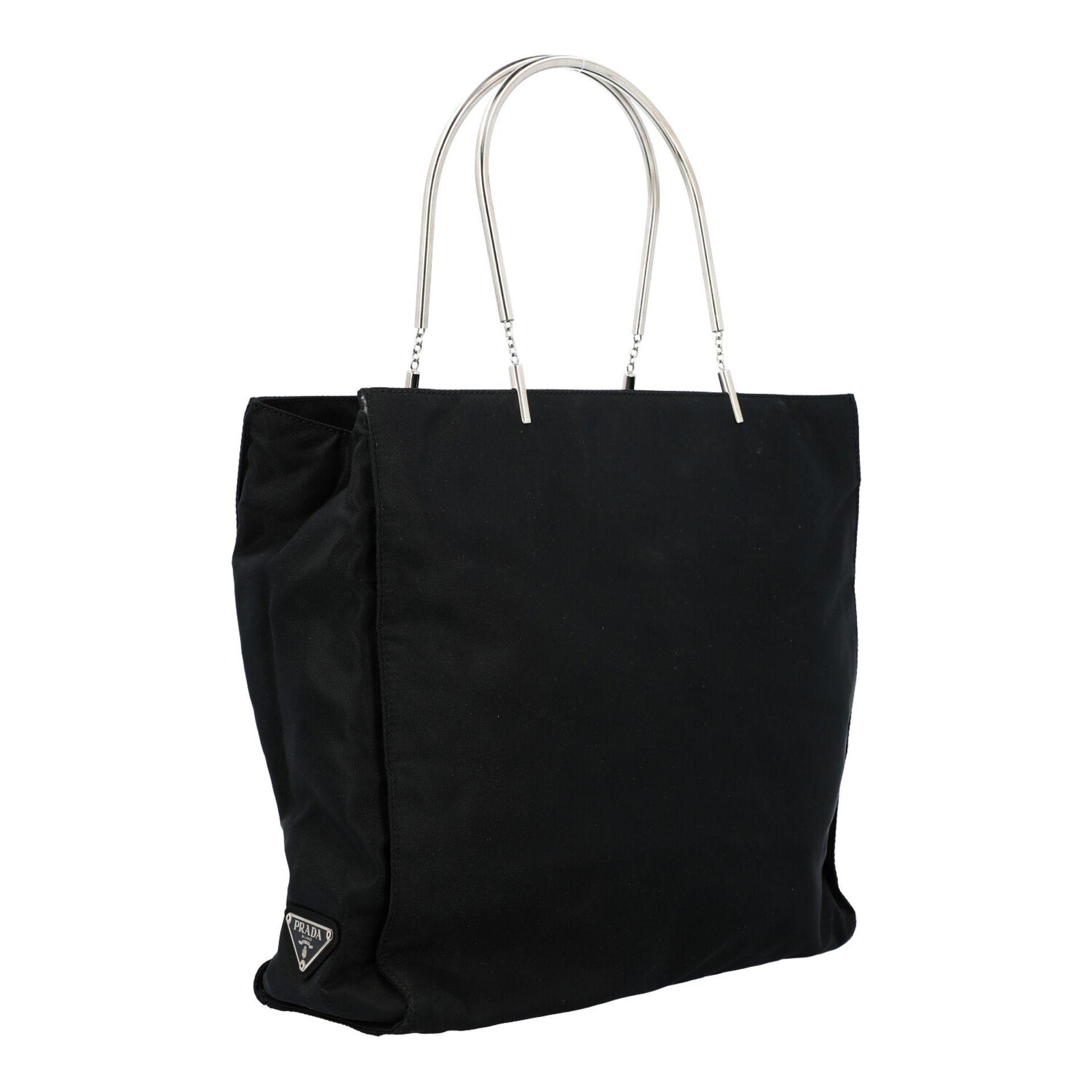 PRADA Henkeltasche. Modell aus schwarzem Nylon mit silberfarbenen Doppelhenkln aus Met - Image 2 of 7