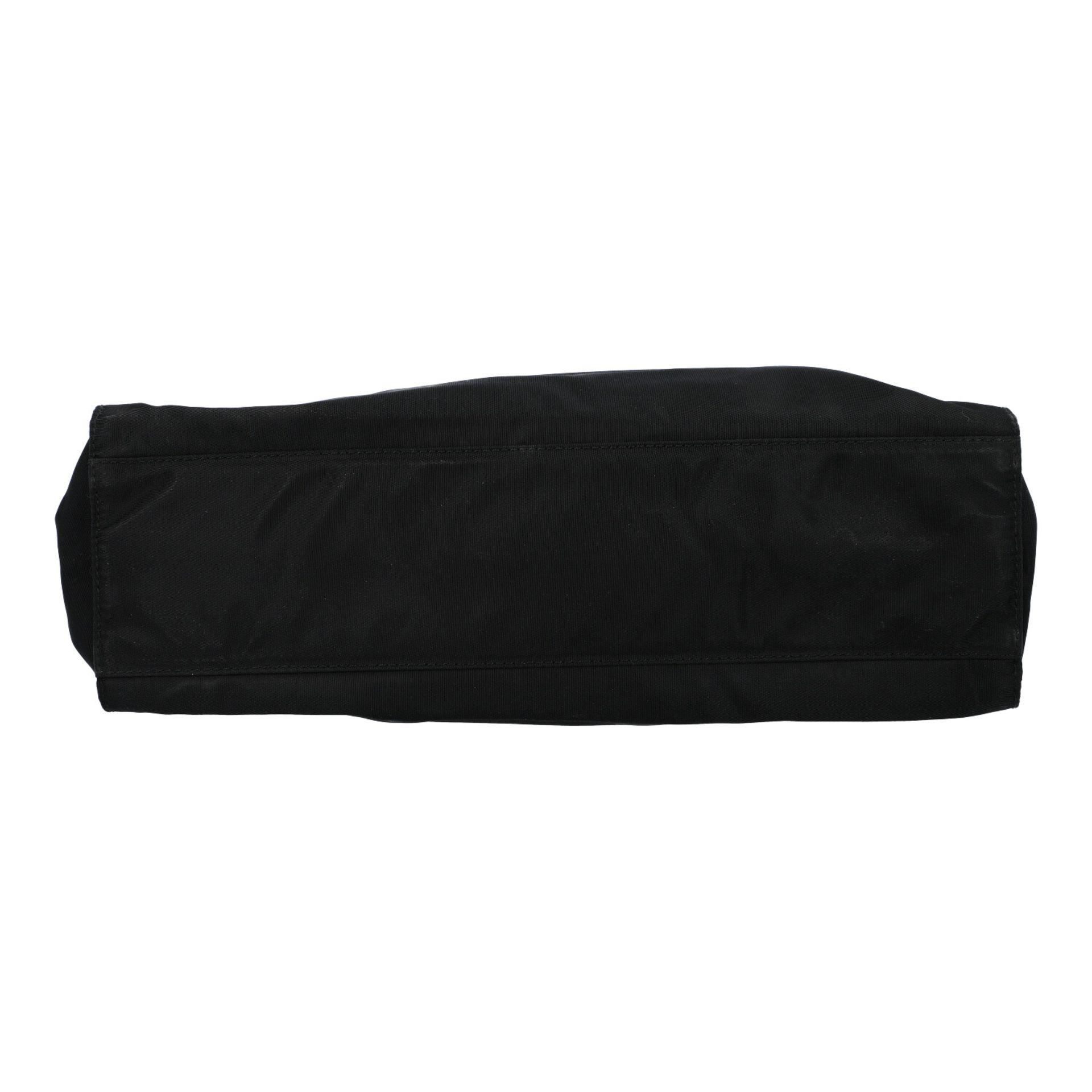 PRADA Henkeltasche. Modell aus schwarzem Nylon mit silberfarbenen Doppelhenkln aus Met - Image 5 of 7