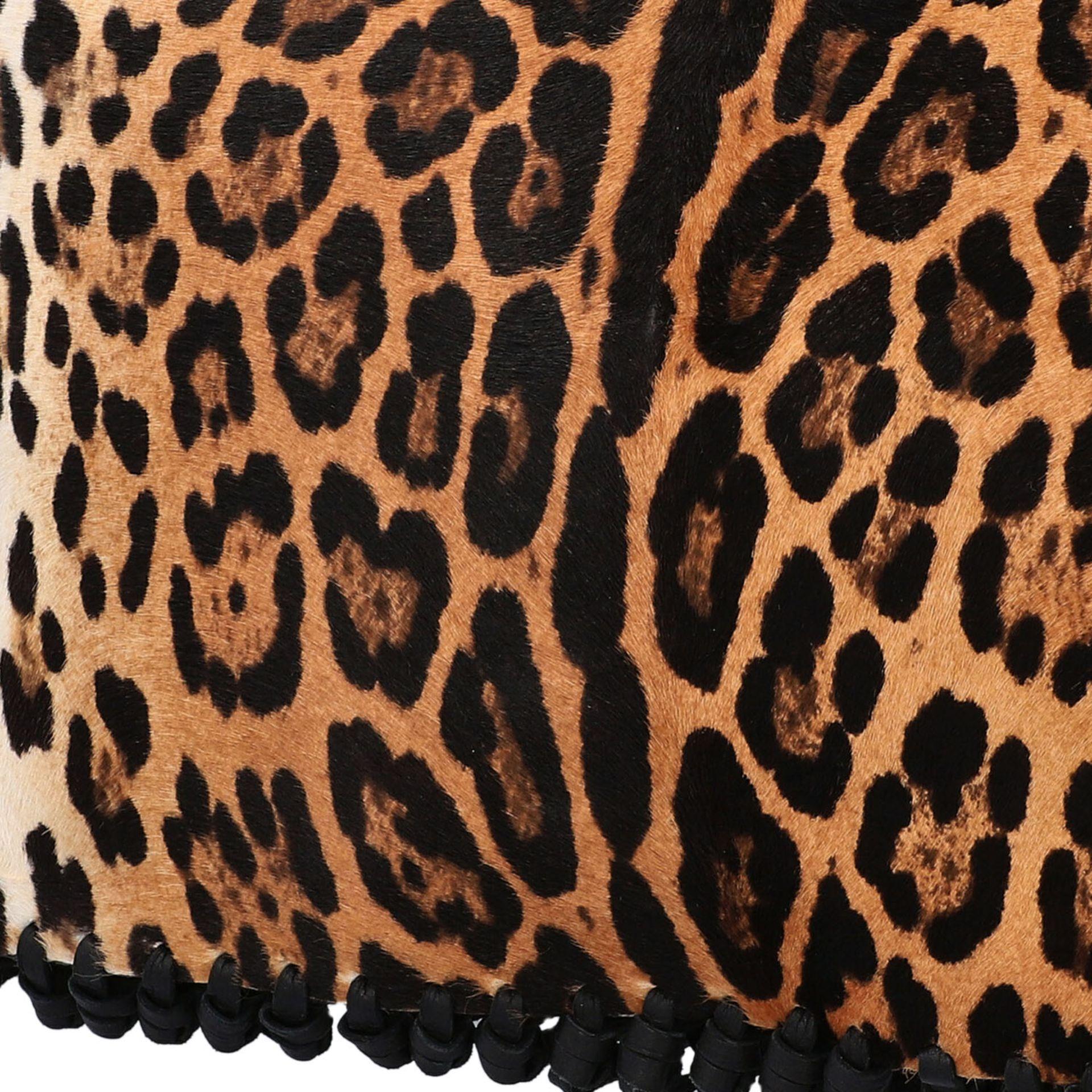 VALENTINO Clutch. Fell im Leoparden-Design mit Fransendetail an den Kanten aus schwarz - Image 7 of 8