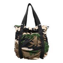 PRADA Shopper. Textil im Camouflage-Design mit schwarzen Doppelhenkeln und silberfarbe