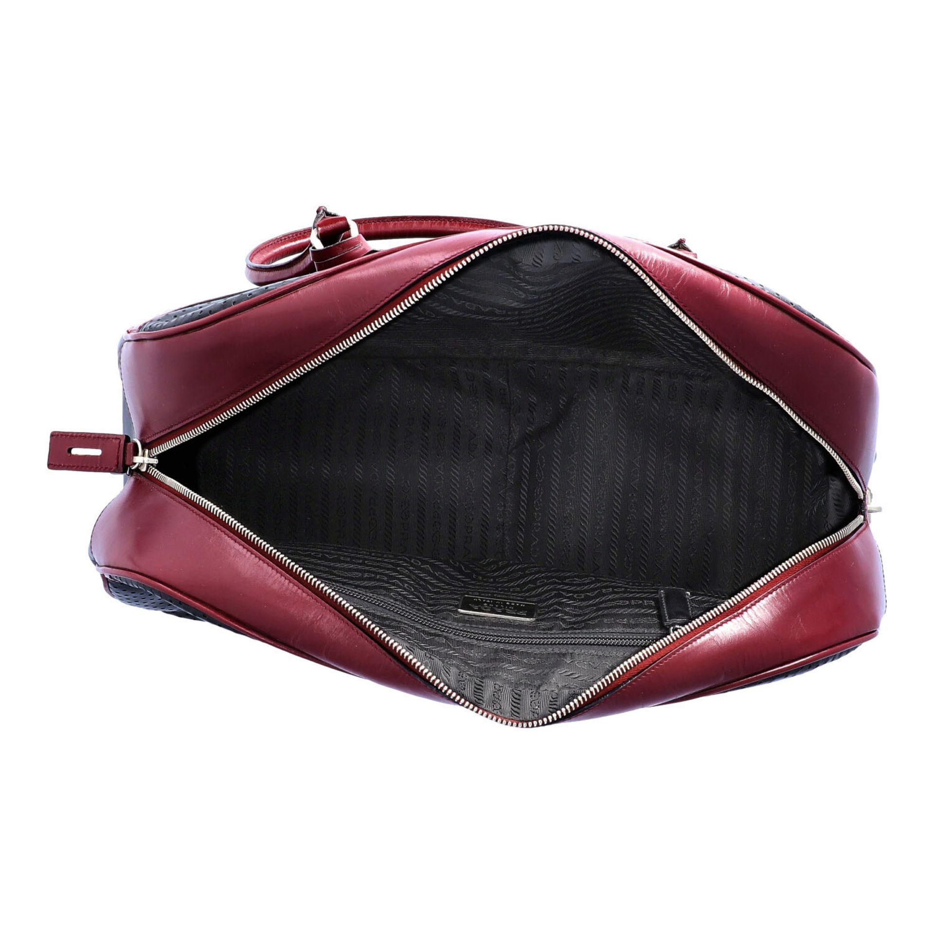 PRADA Handtasche. Glattleder in Schwarz und Bordeaux mit silberfarbener Hardware, umla - Image 6 of 8