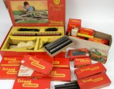 Tri-Ang RAilways 00 gauge R1X trainset and other boxed Tri-Ang Railways items,