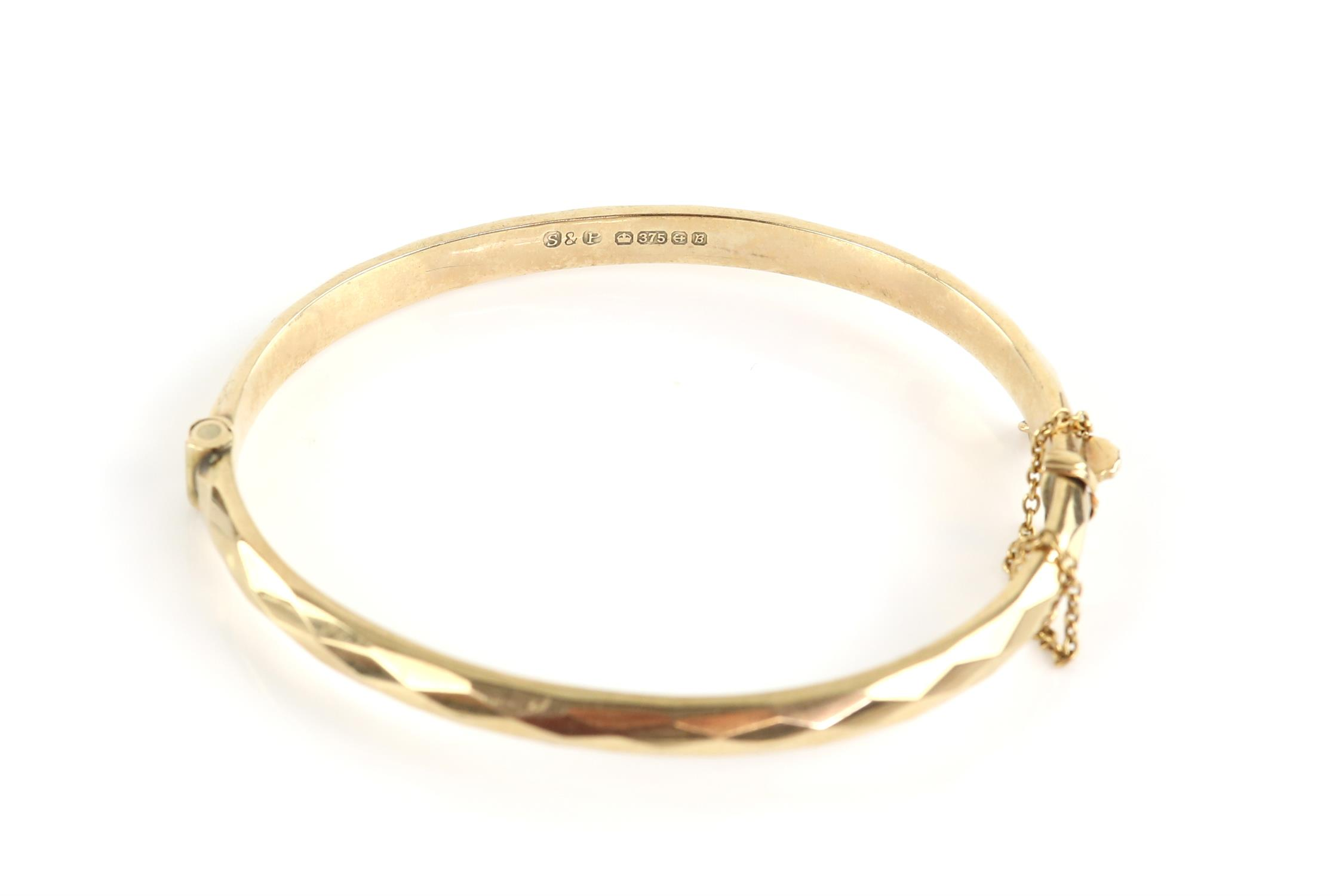 Vintage hinged bangle, diamond cut design to the outer edge, mounted in 9 ct gold, - Image 2 of 2