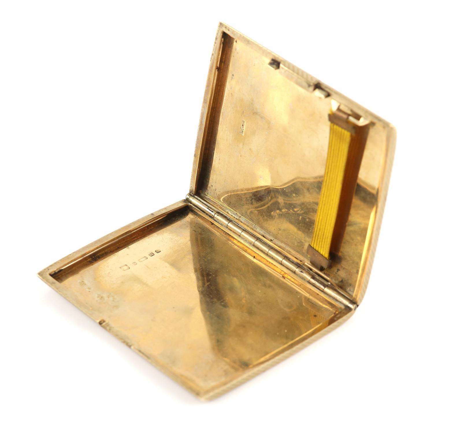 1920's gold cigarette case, engine turned detail, concealed button, in 9 ct yellow gold hallmarked - Image 2 of 3