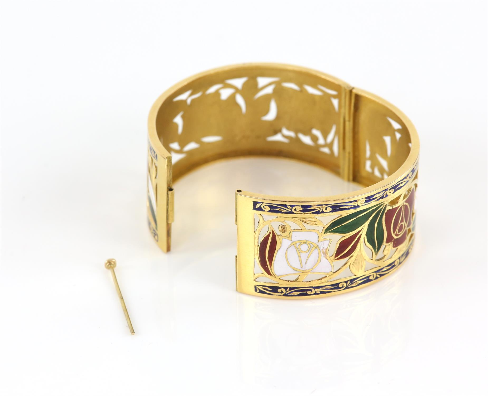 Enamel red and white rose gold pierced bangle, with enamel leaves and scrolled blue enamel borders, - Image 7 of 7