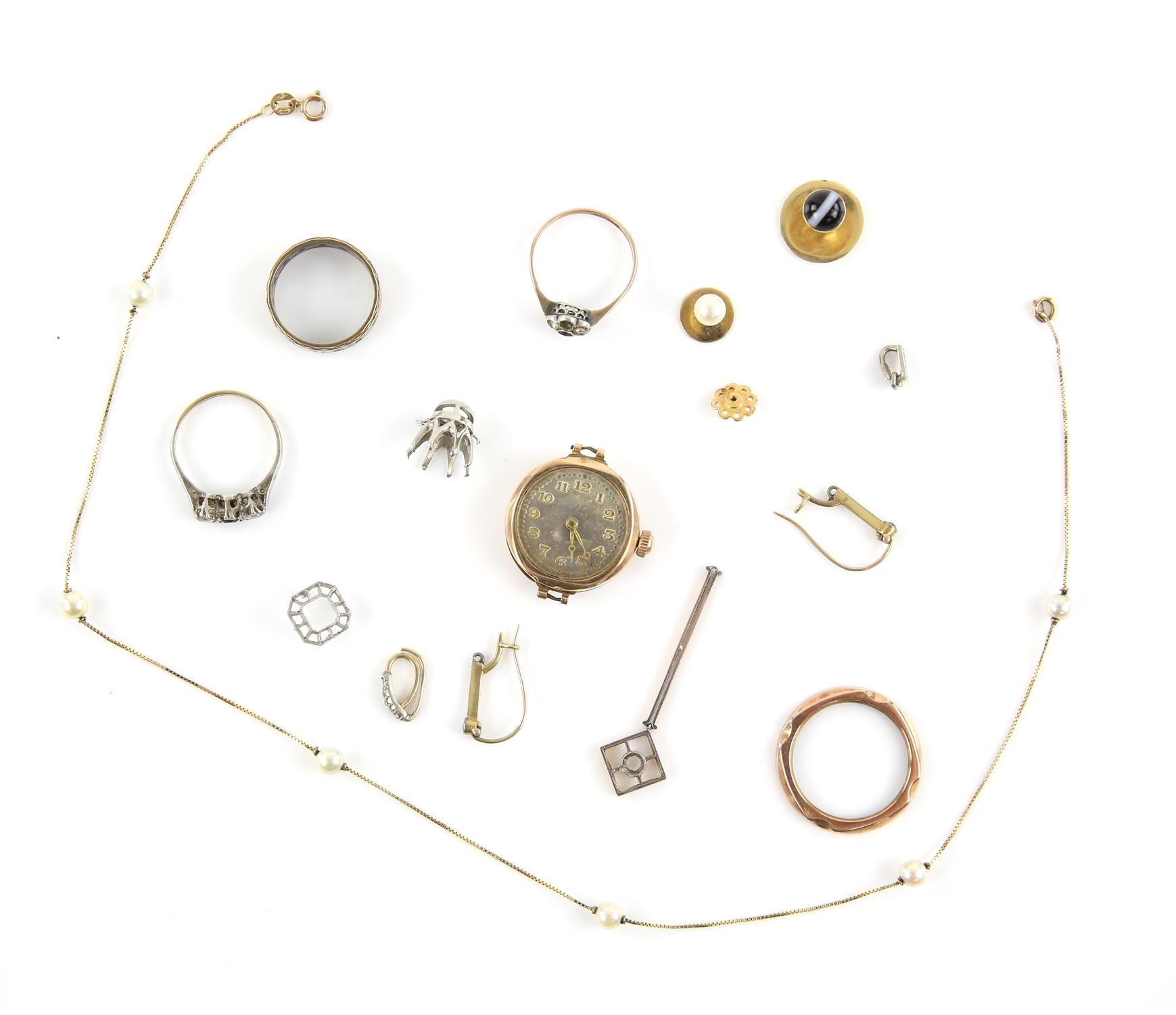 A mixed group of items, including a pearl and box chain link necklace, 38cm in length,