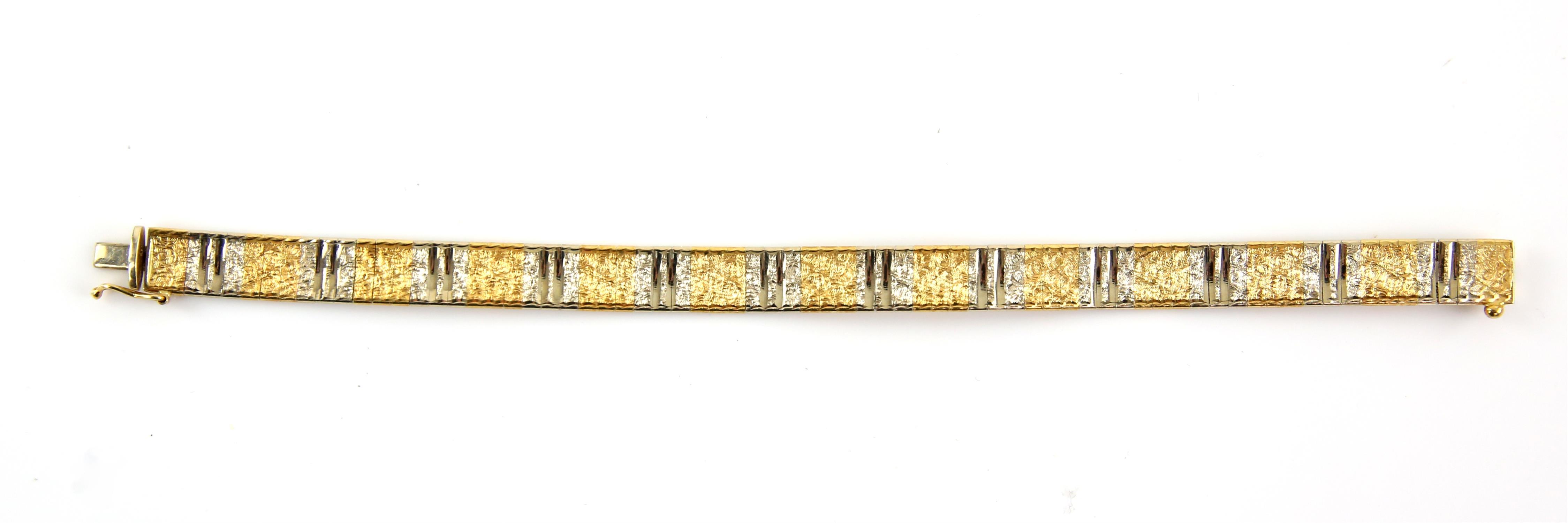 Bi-colour gold fancy link bracelet, with engraved and polished concave gold links, - Image 2 of 2