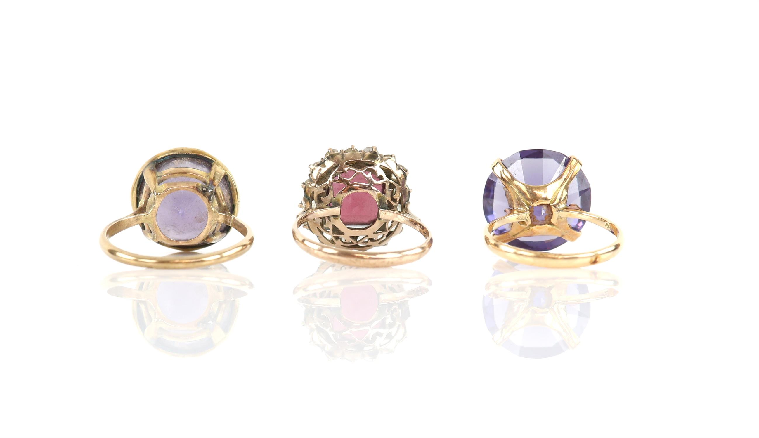 Three gem set rings, comprising two single stone synthetic colour change sapphire rings, - Image 2 of 2