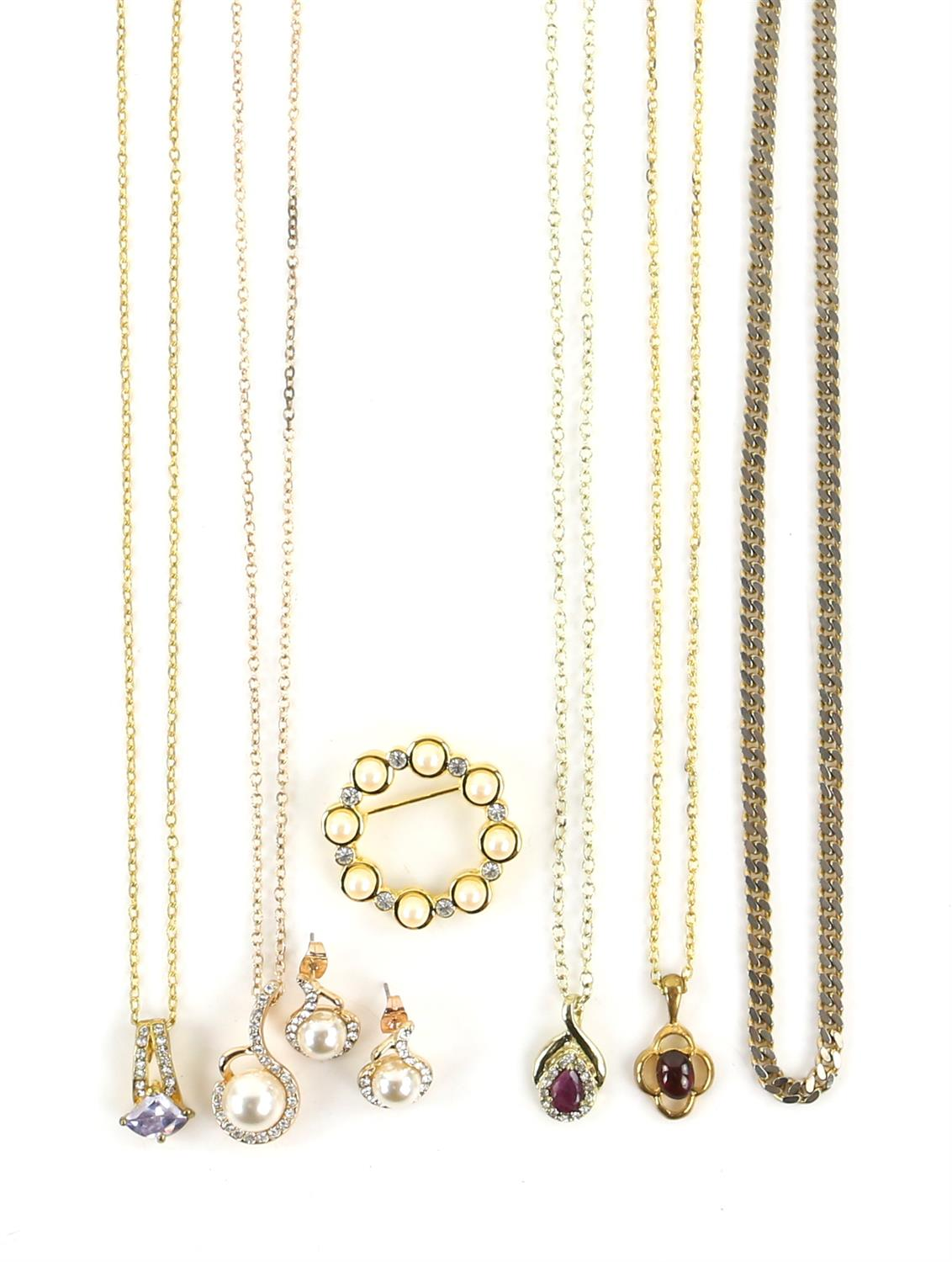 A group of costume jewellery, including a long fancy link necklace, 89cm in length, - Image 4 of 5