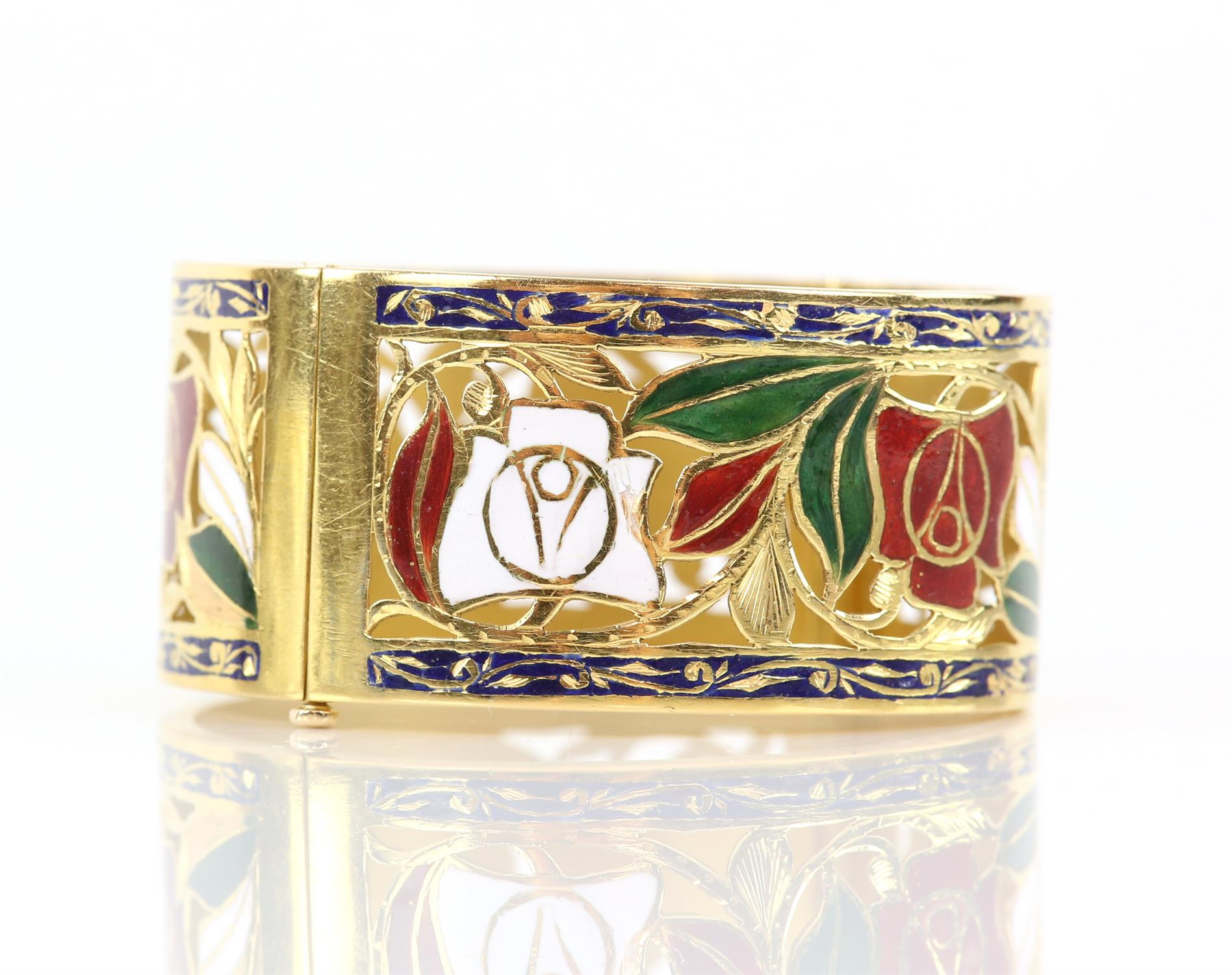 Enamel red and white rose gold pierced bangle, with enamel leaves and scrolled blue enamel borders, - Image 6 of 7