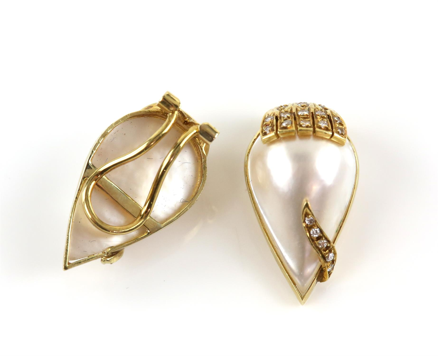 Vintage mabé pearl and diamond ear clips, pear shaped mabé pearls measuring approximately 22 x 13. - Image 2 of 2