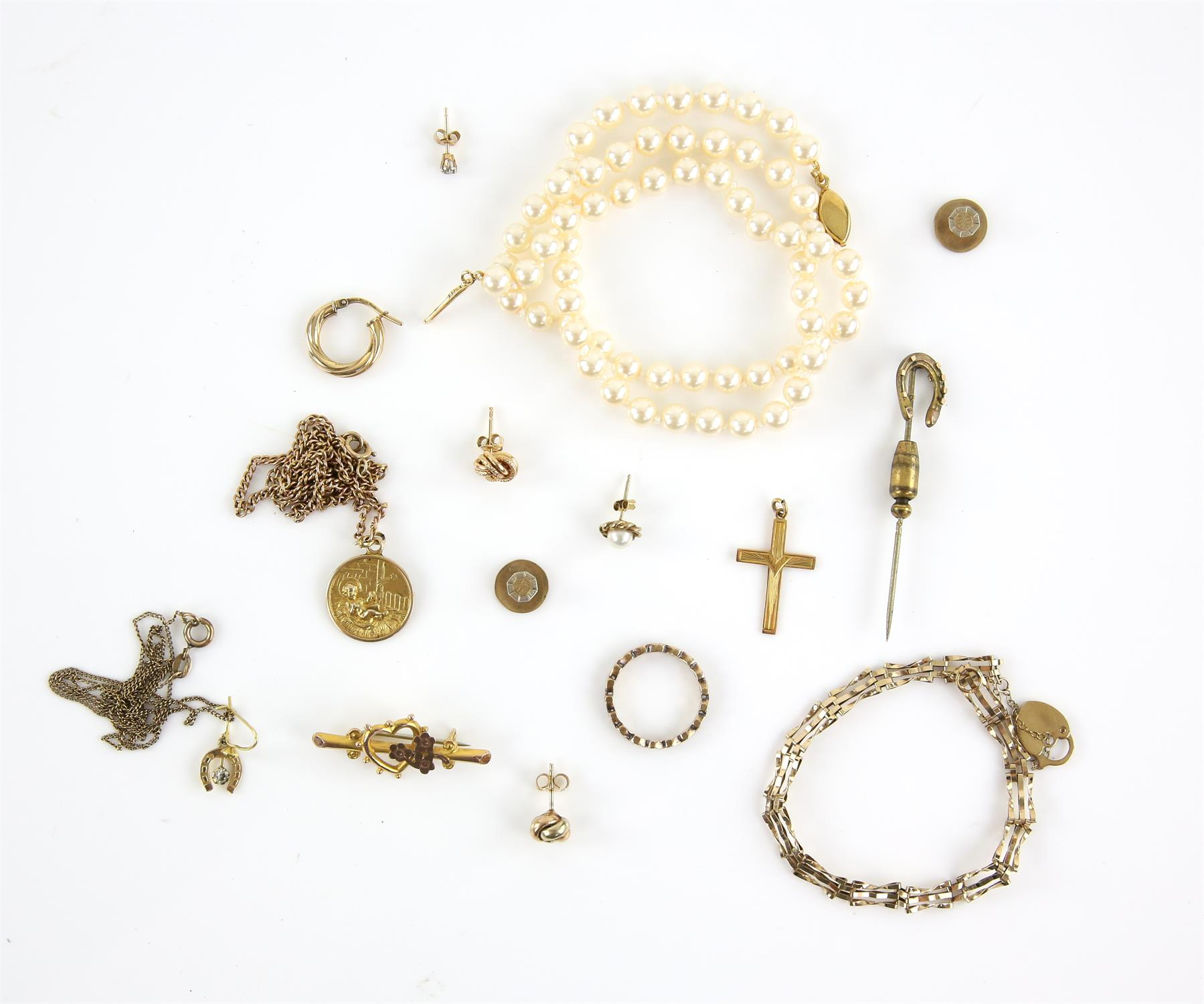 Mixed group of jewellery, including a heart brooch, buttons, pendants and chains,