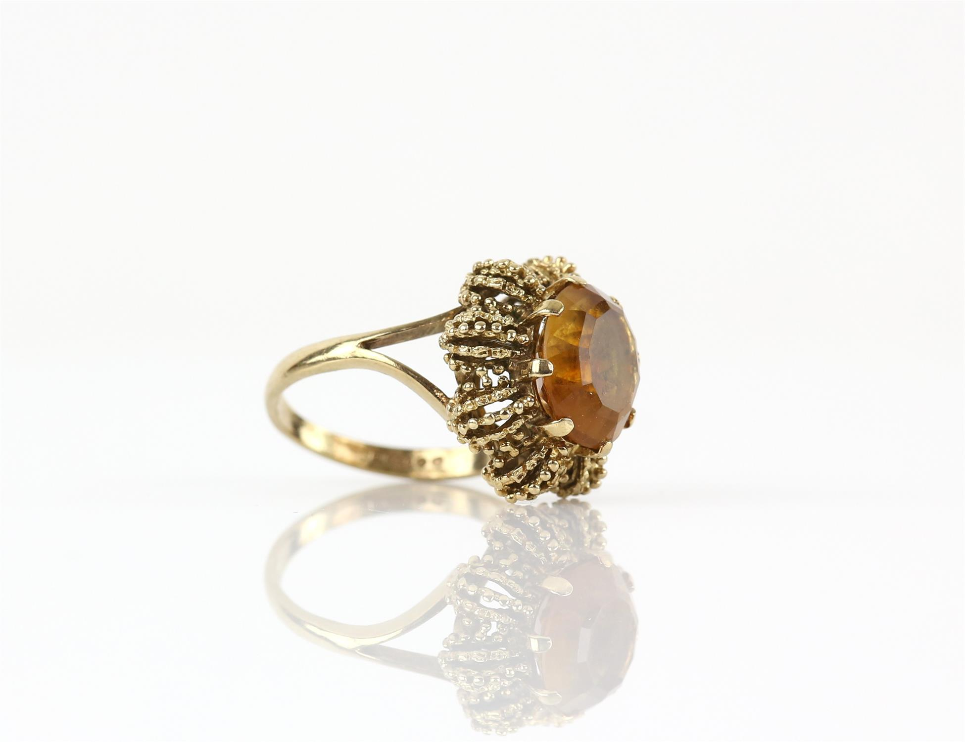 Vintage citrine ring, mixed cut citrine, measuring 12.1 x 10 mm, in a textured 9 ct mount, - Image 2 of 3