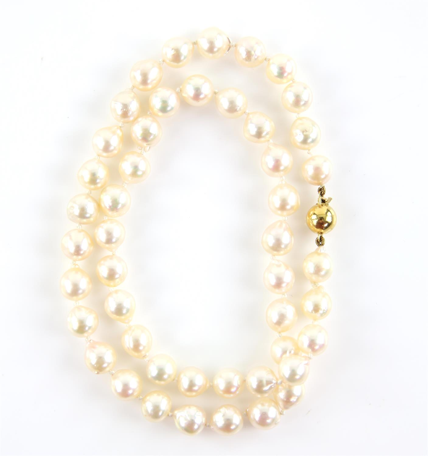 Pearl necklace, comprised of forty-seven 7.9-8.5mm cultured cream pearls, strung with knots, - Image 2 of 3