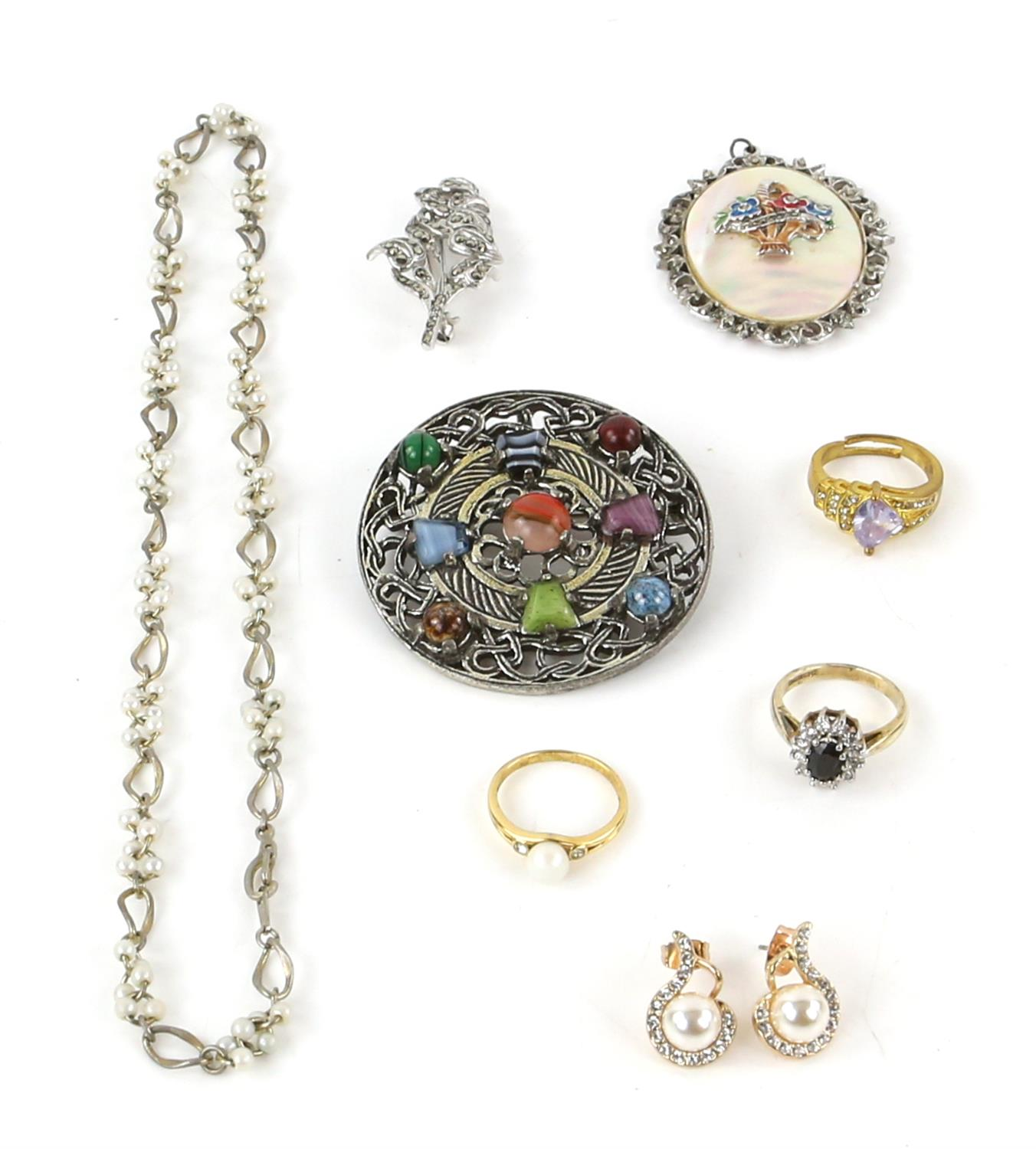 A group of costume jewellery, including a long fancy link necklace, 89cm in length, - Image 2 of 5