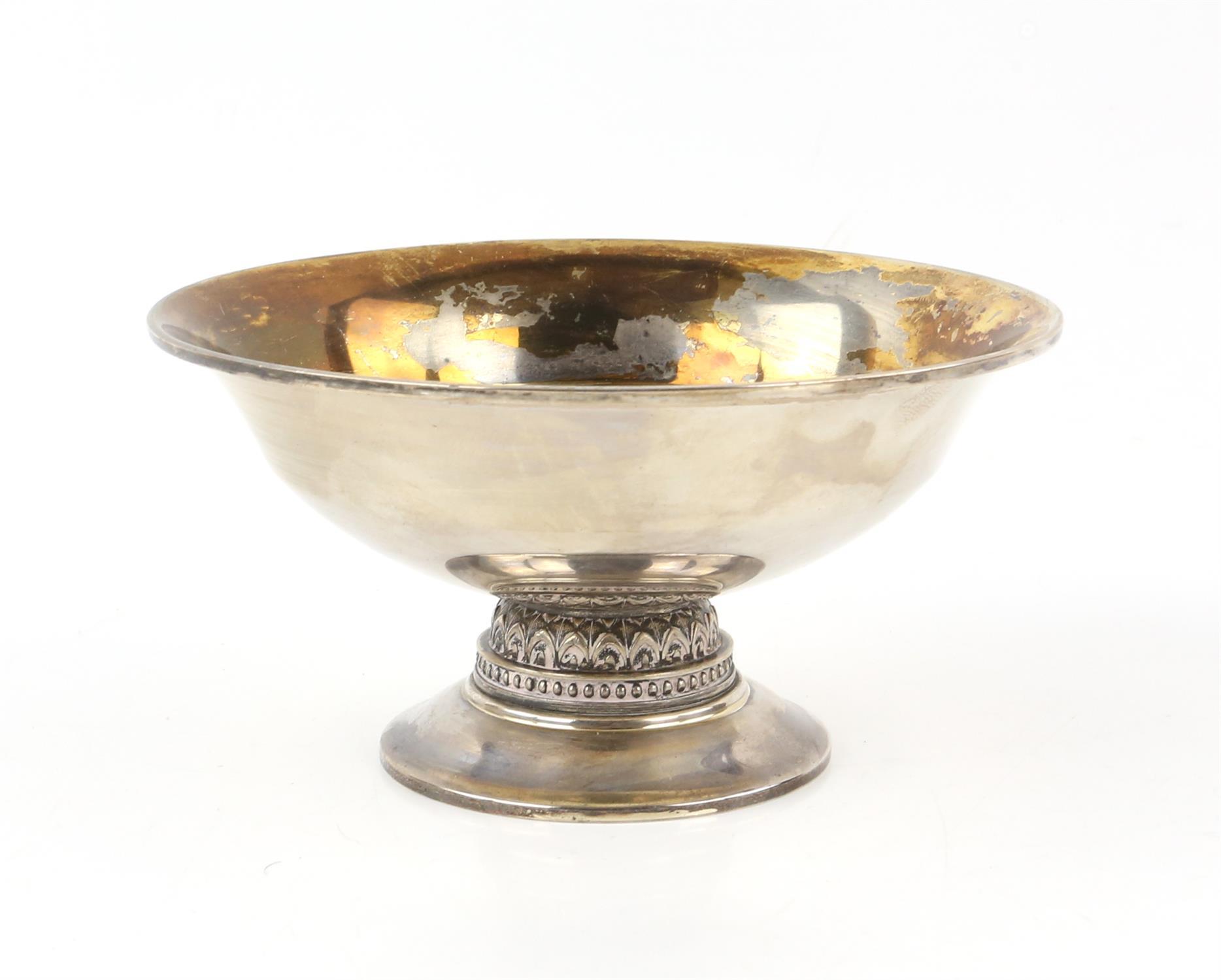 Modern silver bowl with beaded decoration on round foot, by Adie Bros. Ltd, Birmingham, 1970, 10oz,