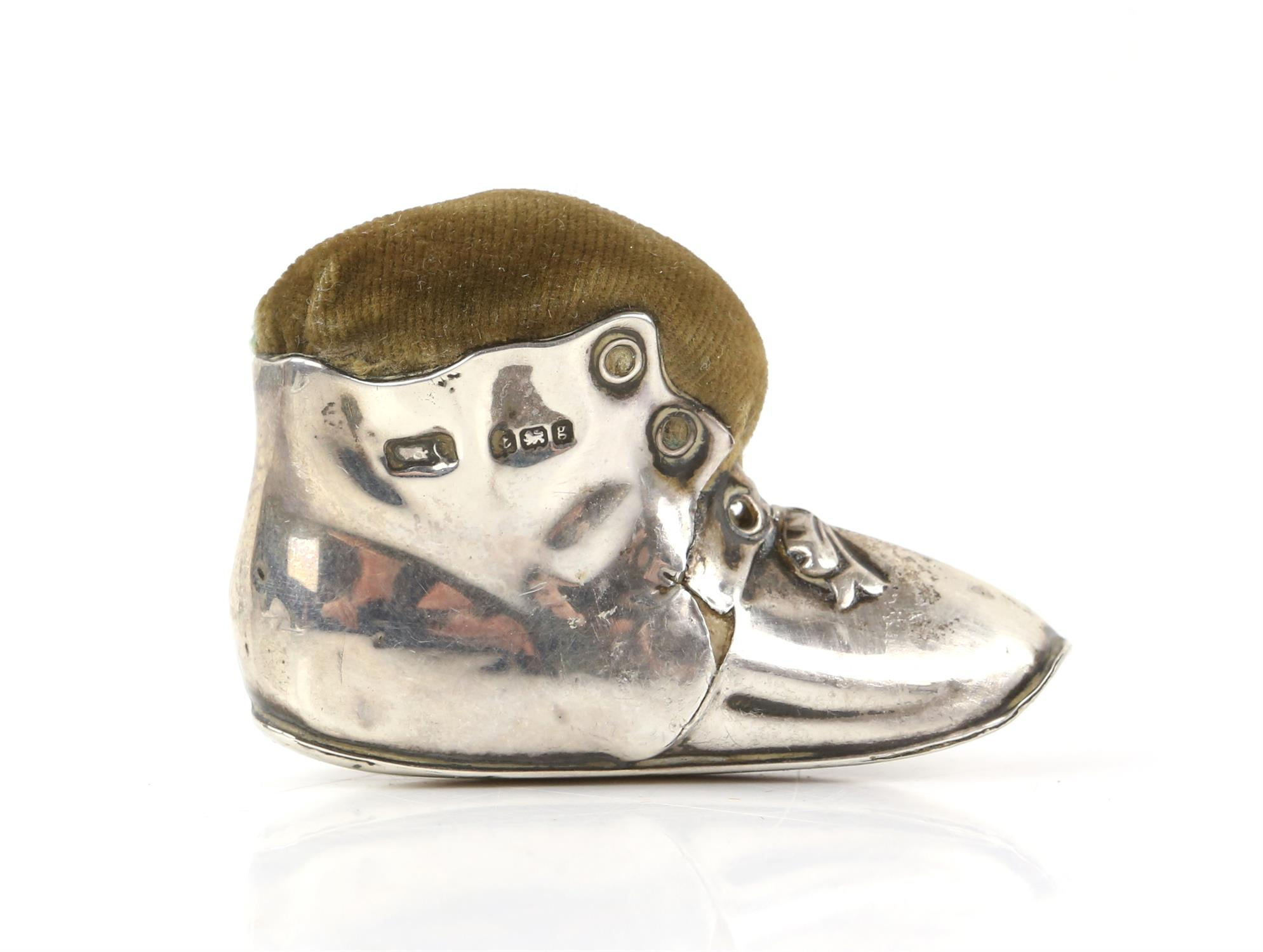 Edward VII silver novelty pin cushion in the form of a tramp's boot, Birmingham 1906 - Image 4 of 4
