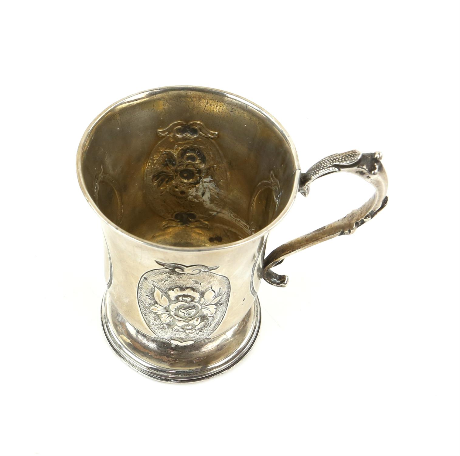 Victorian silver panelled cup/mug the two side panels embossed with a floral design and front panel - Image 4 of 5