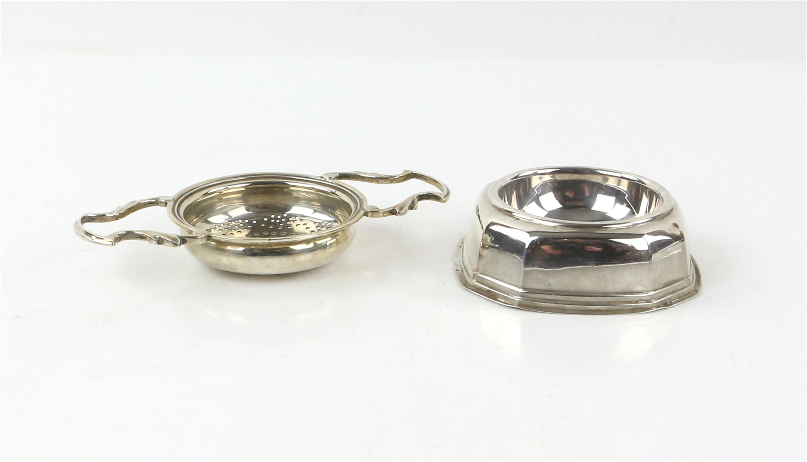 Two matched George III silver cauldron form salts, each on three hoof feet, marks rubbed, - Image 6 of 10