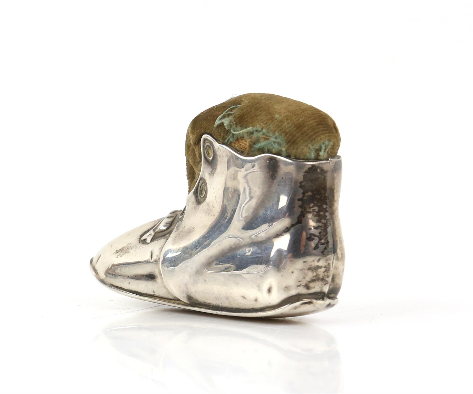 Edward VII silver novelty pin cushion in the form of a tramp's boot, Birmingham 1906 - Image 3 of 4