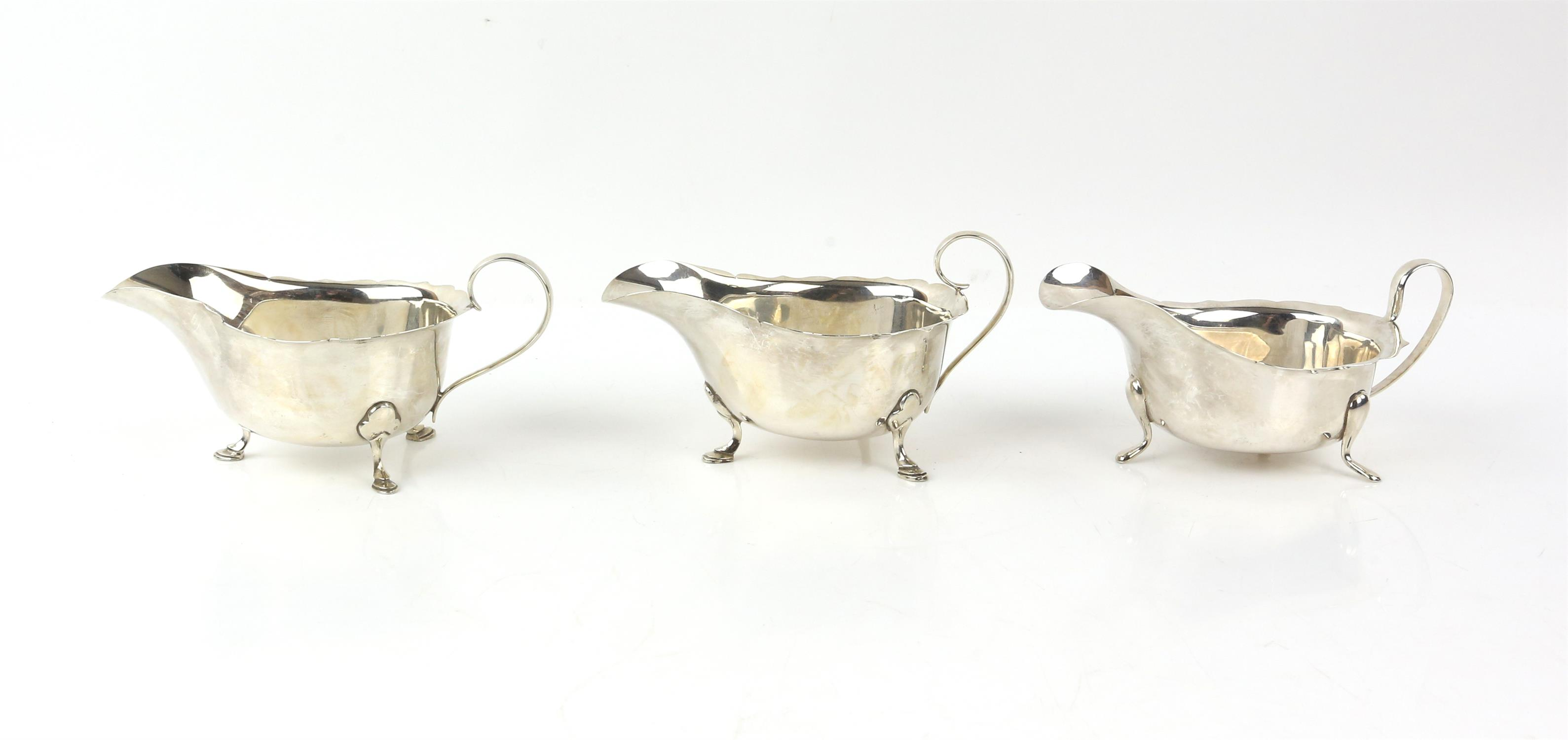 Pair of George VI silver sauceboats with serpentine rims on hoof feet, by Mappin & Webb, Sheffield,