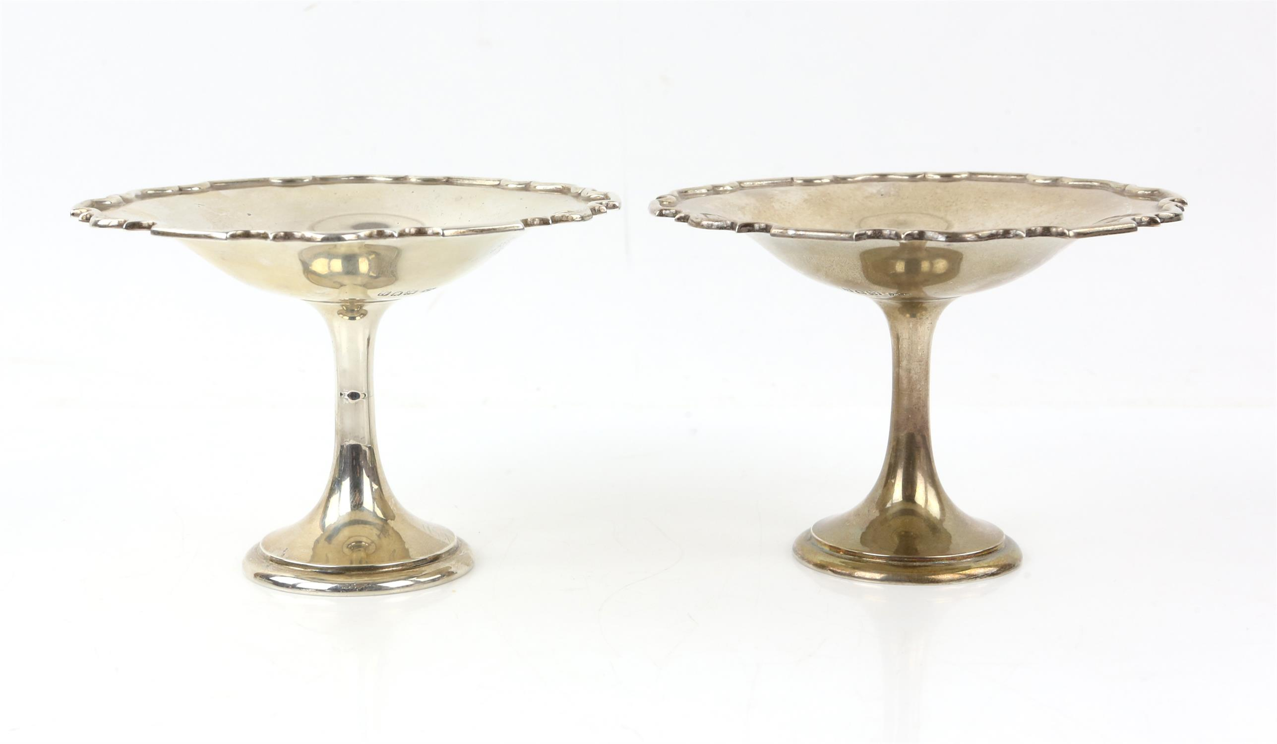 Pair of Mappin and Webb silver pedestal Tazzas with pie crust edges, London 1912 - Image 5 of 5