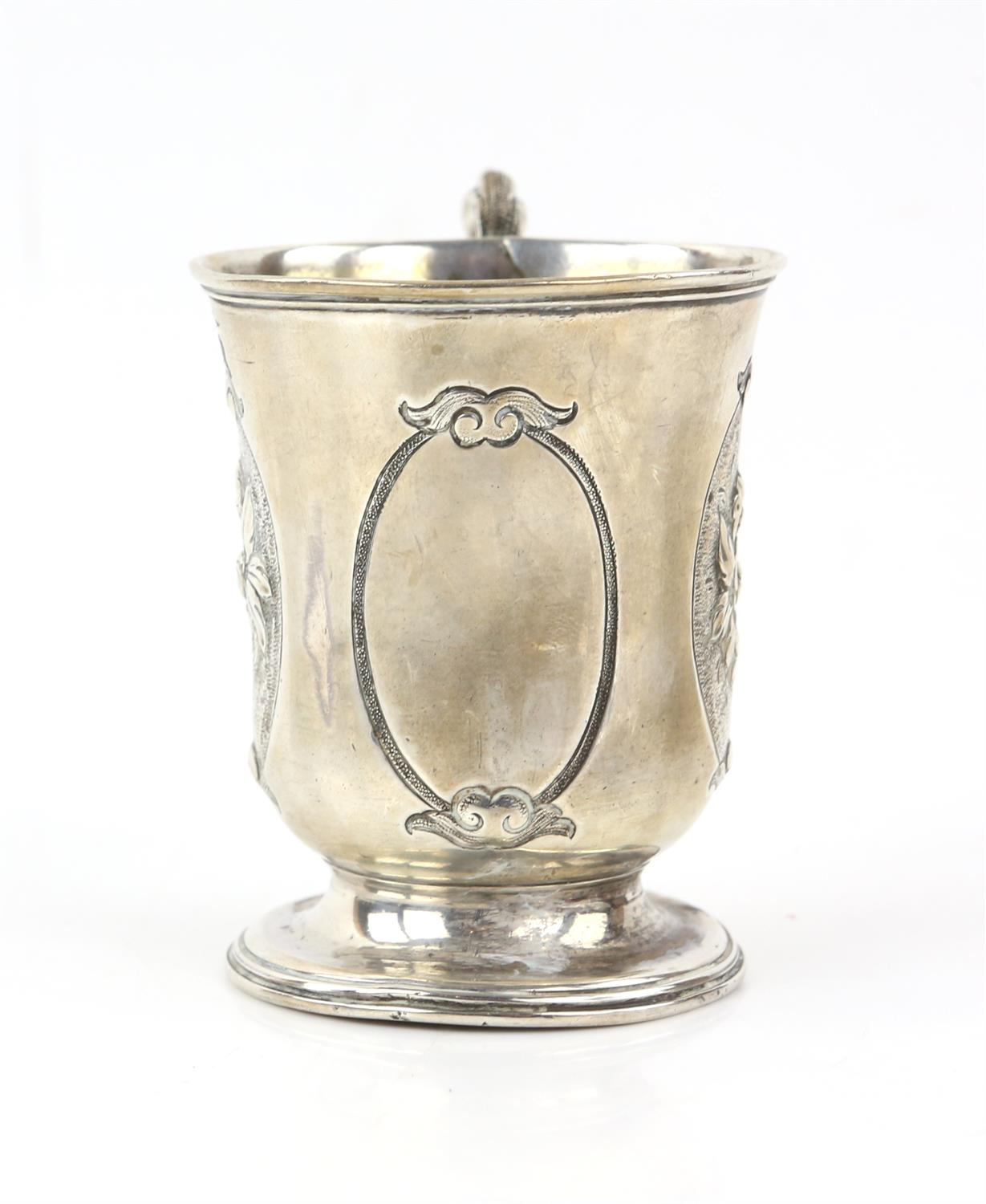Victorian silver panelled cup/mug the two side panels embossed with a floral design and front panel - Image 2 of 5