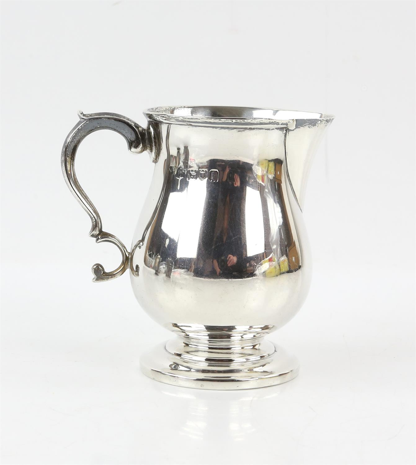 Edward VII silver cream jug with 'S'-scroll handle on round foot, by Ackroyd Rhodes, London, 1904, - Image 2 of 7