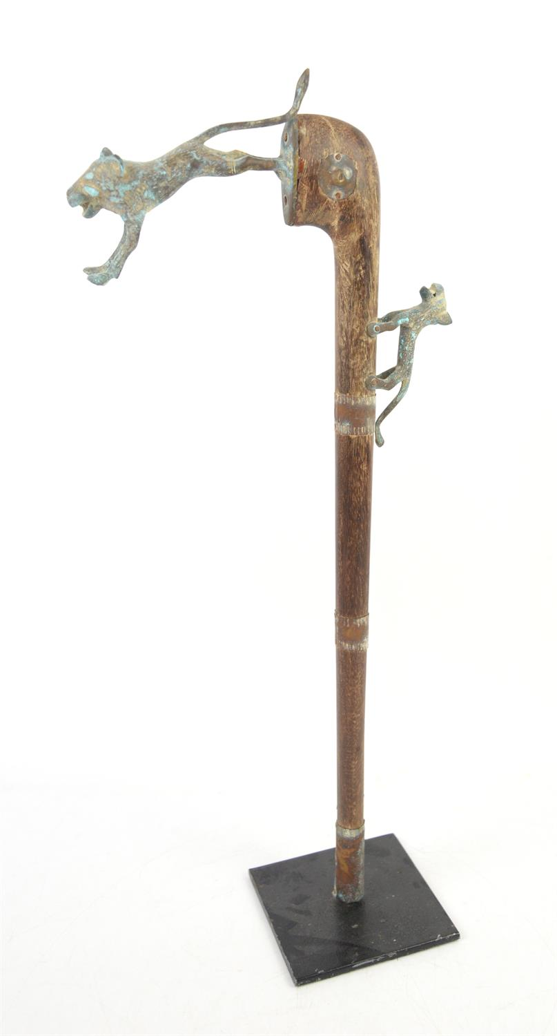 African tribal sceptre, wooden shaft with metal mounted wild dogs and metal strips, on stand, H61cm - Image 2 of 2