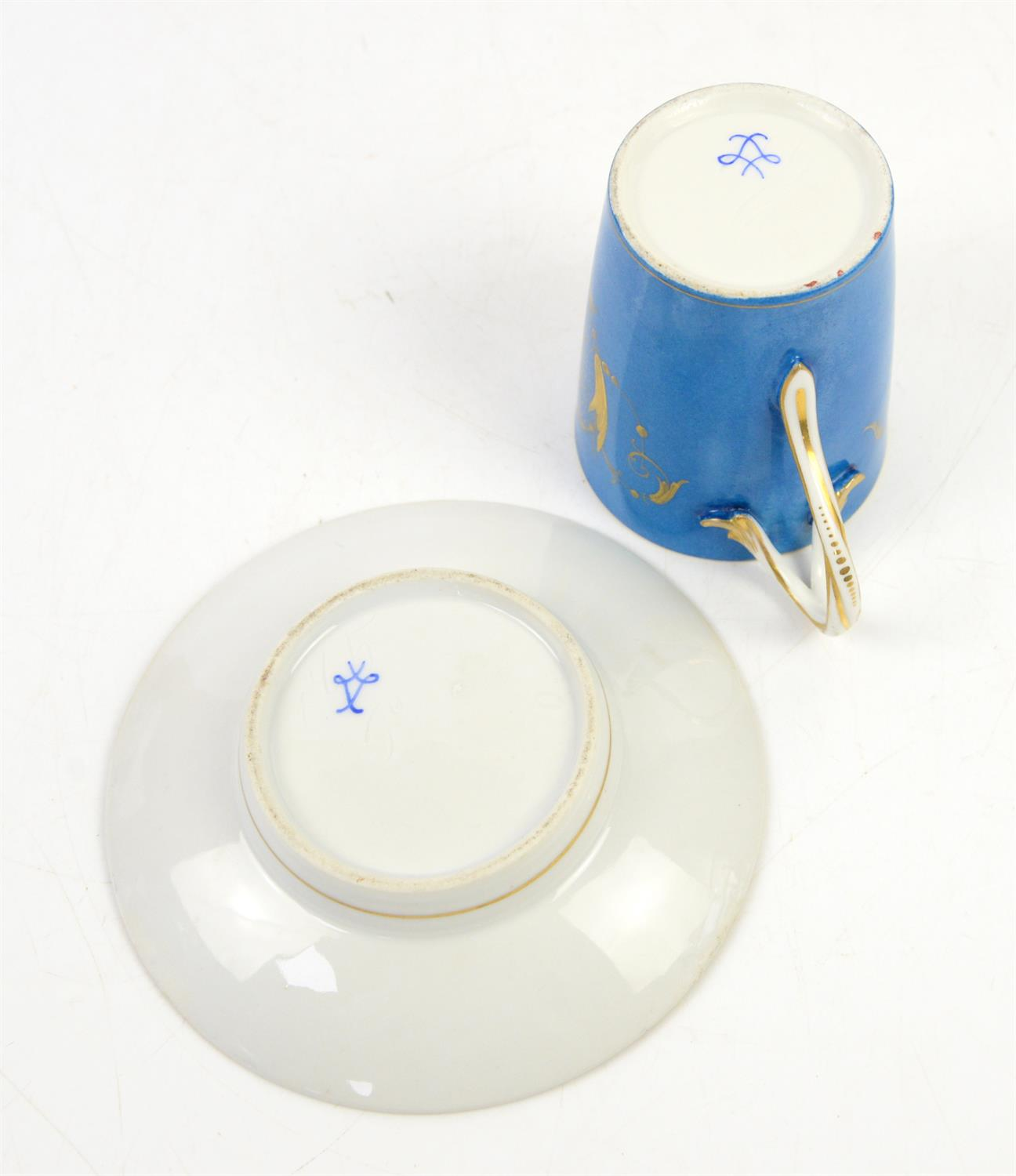"""Early 19th century Sevres """"Bleu Celeste"""" milk cup with cover and saucer, decorated with a portrait - Image 5 of 5"""