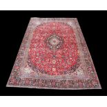Large Persian full pile Kashan carpet, with traditional design of central floral medallion and