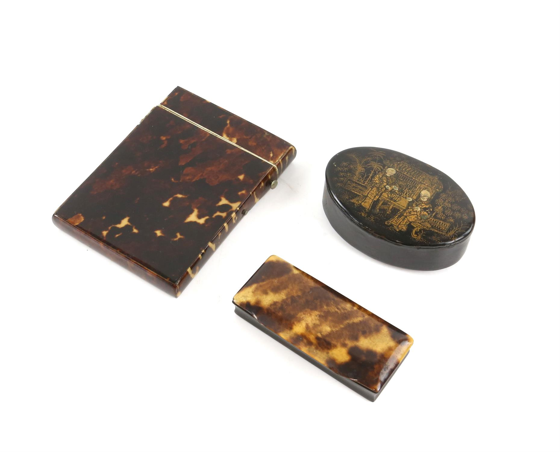 A tortoiseshell card case, a horn snuff box, and a lacquered snuff box. (3)
