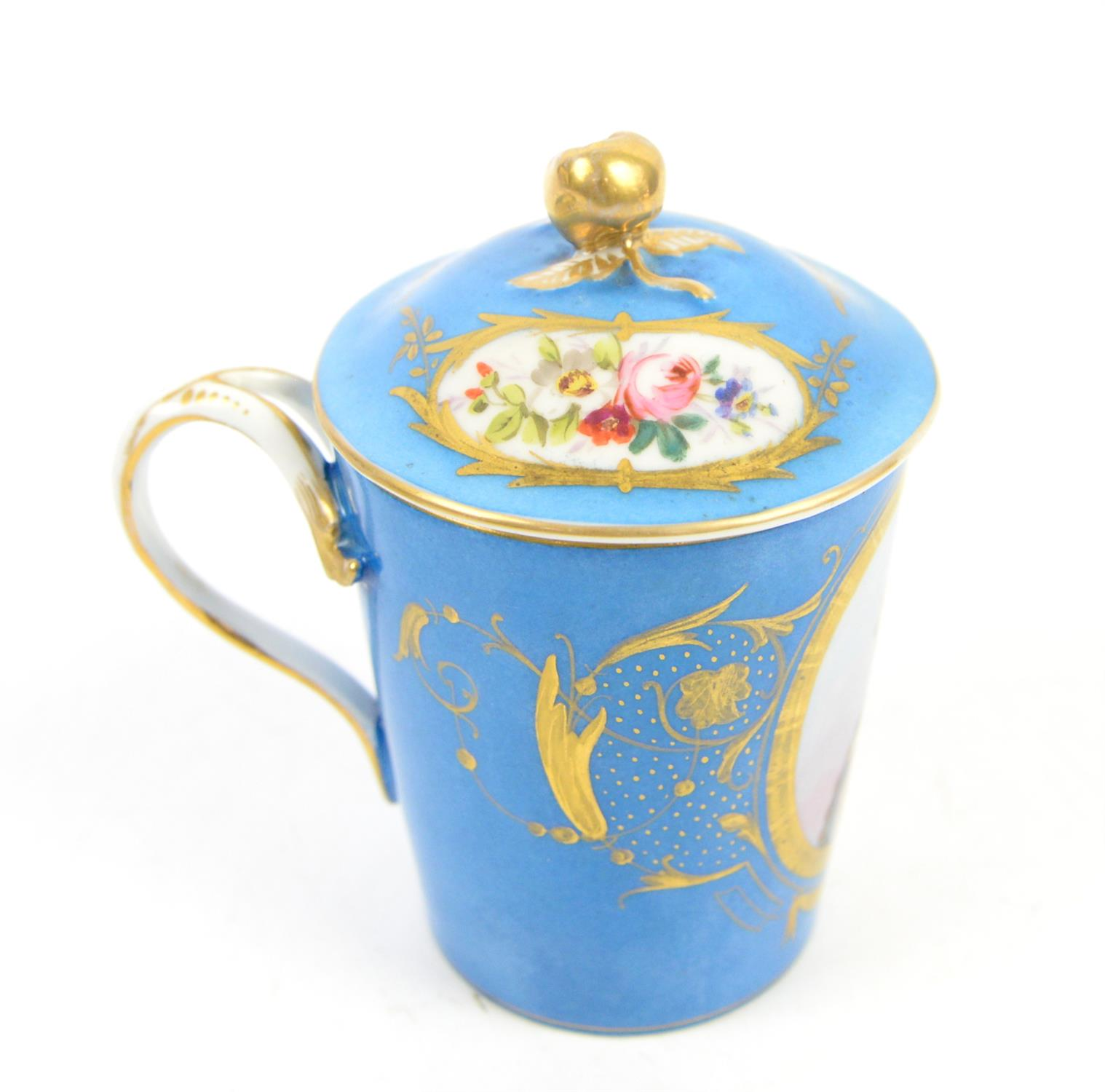 """Early 19th century Sevres """"Bleu Celeste"""" milk cup with cover and saucer, decorated with a portrait - Image 2 of 5"""