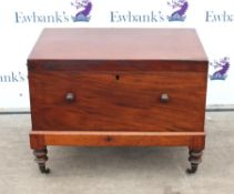 19th century mahogany trunk on stand, on turned supports and castors, H68 x W86.5 x D52.5cm