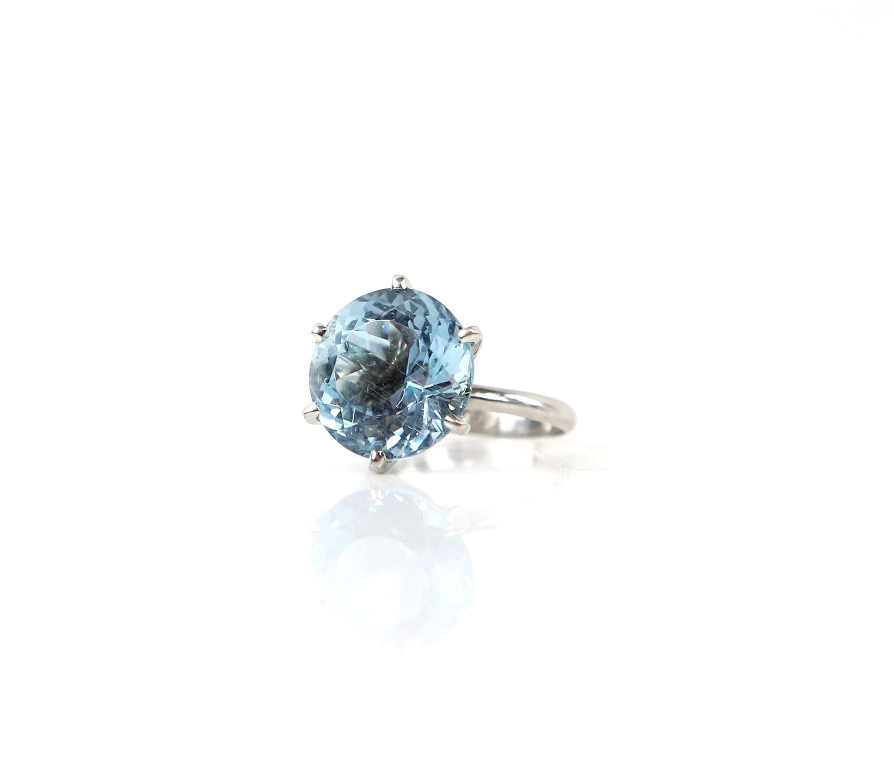 Aquamarine ring, round cut aquamarine, estimated weight 8.80 carats, mount testing as 18 ct, - Image 7 of 9