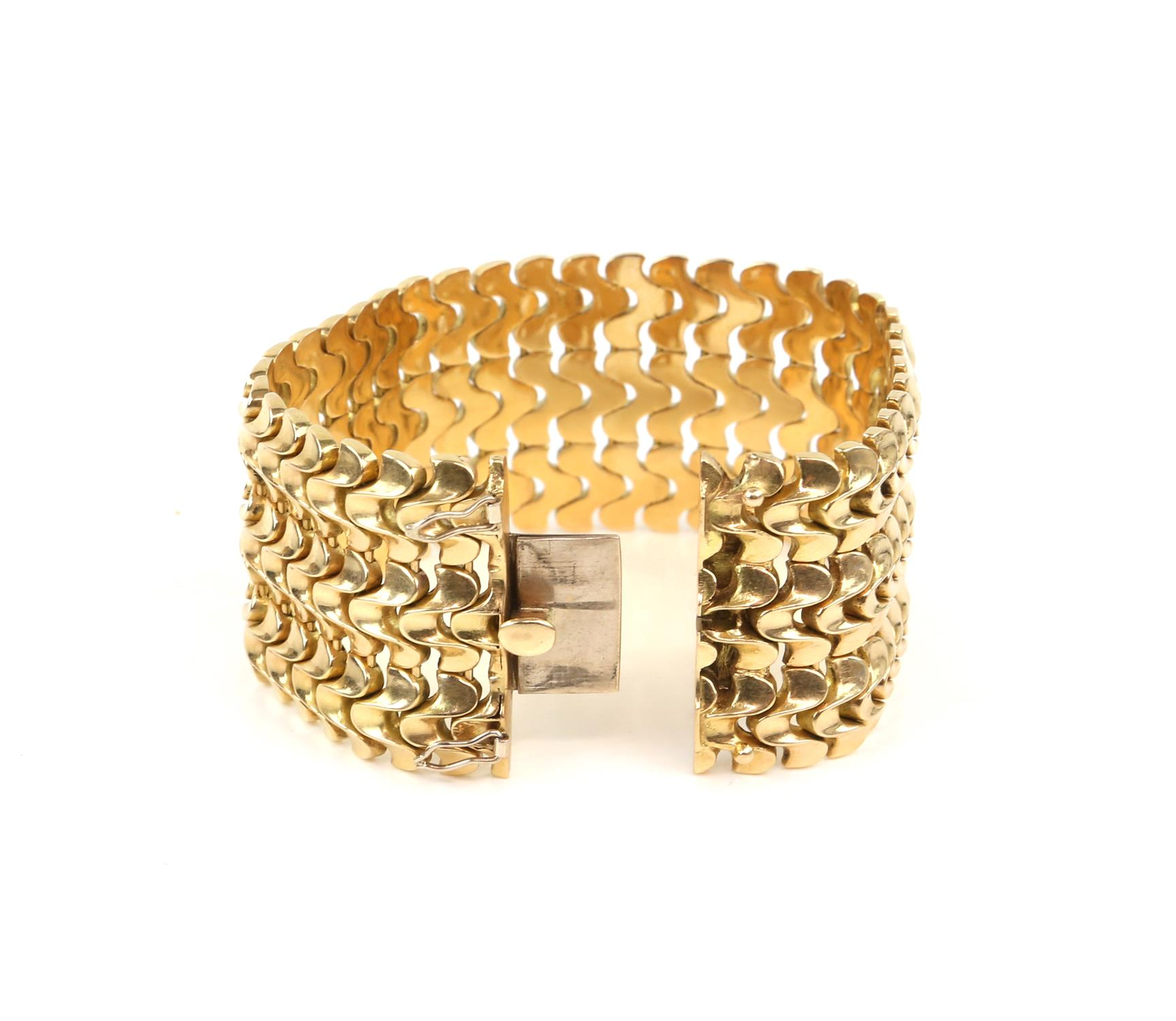 Vintage gold bracelet, three rows of fancy links, 3.5cm in width, with concealed push clasp, - Image 3 of 4