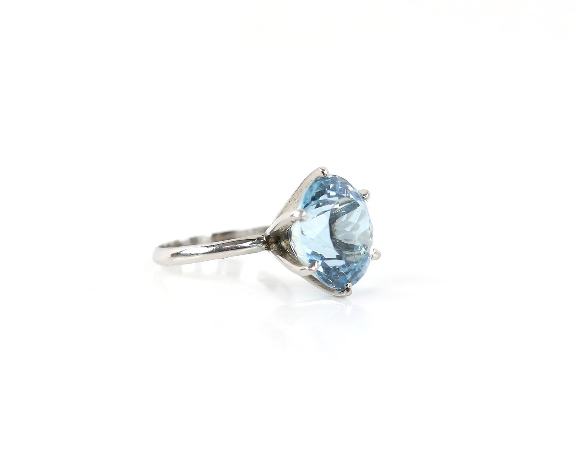 Aquamarine ring, round cut aquamarine, estimated weight 8.80 carats, mount testing as 18 ct, - Image 9 of 9