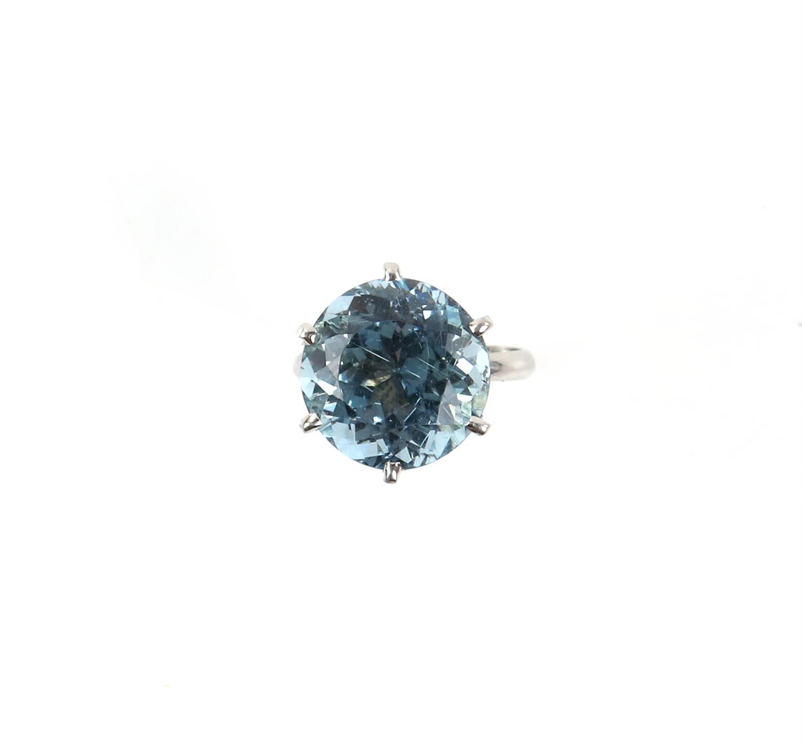 Aquamarine ring, round cut aquamarine, estimated weight 8.80 carats, mount testing as 18 ct,