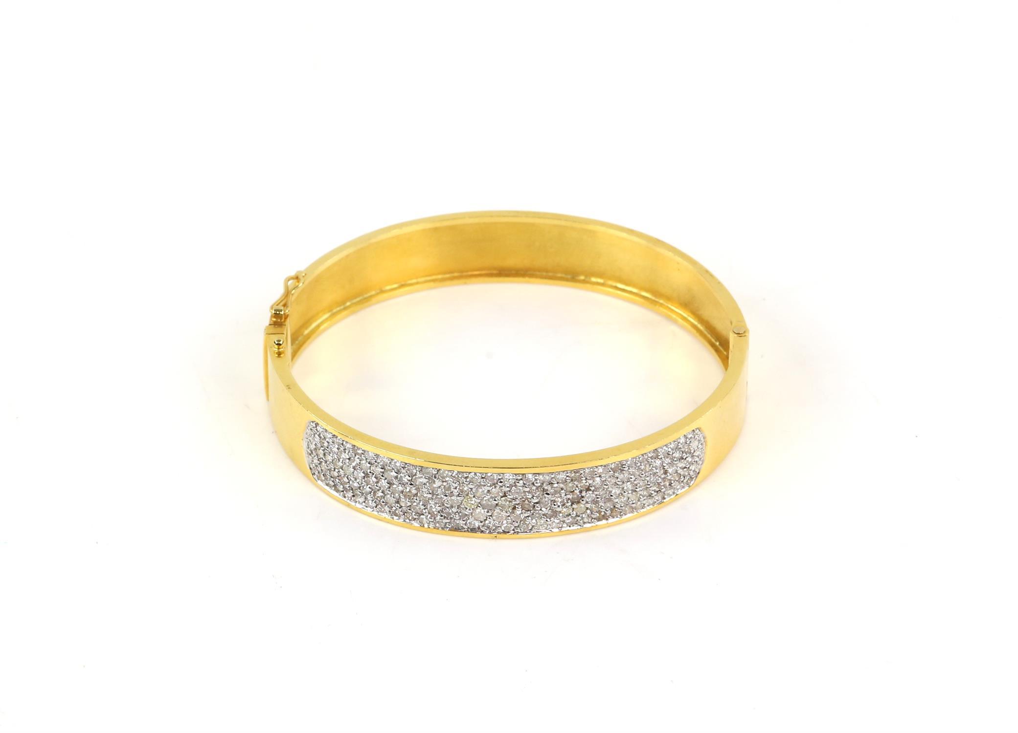 Modern diamond pave set oval hinged bangle, set with round brilliant cut diamonds, - Image 3 of 6
