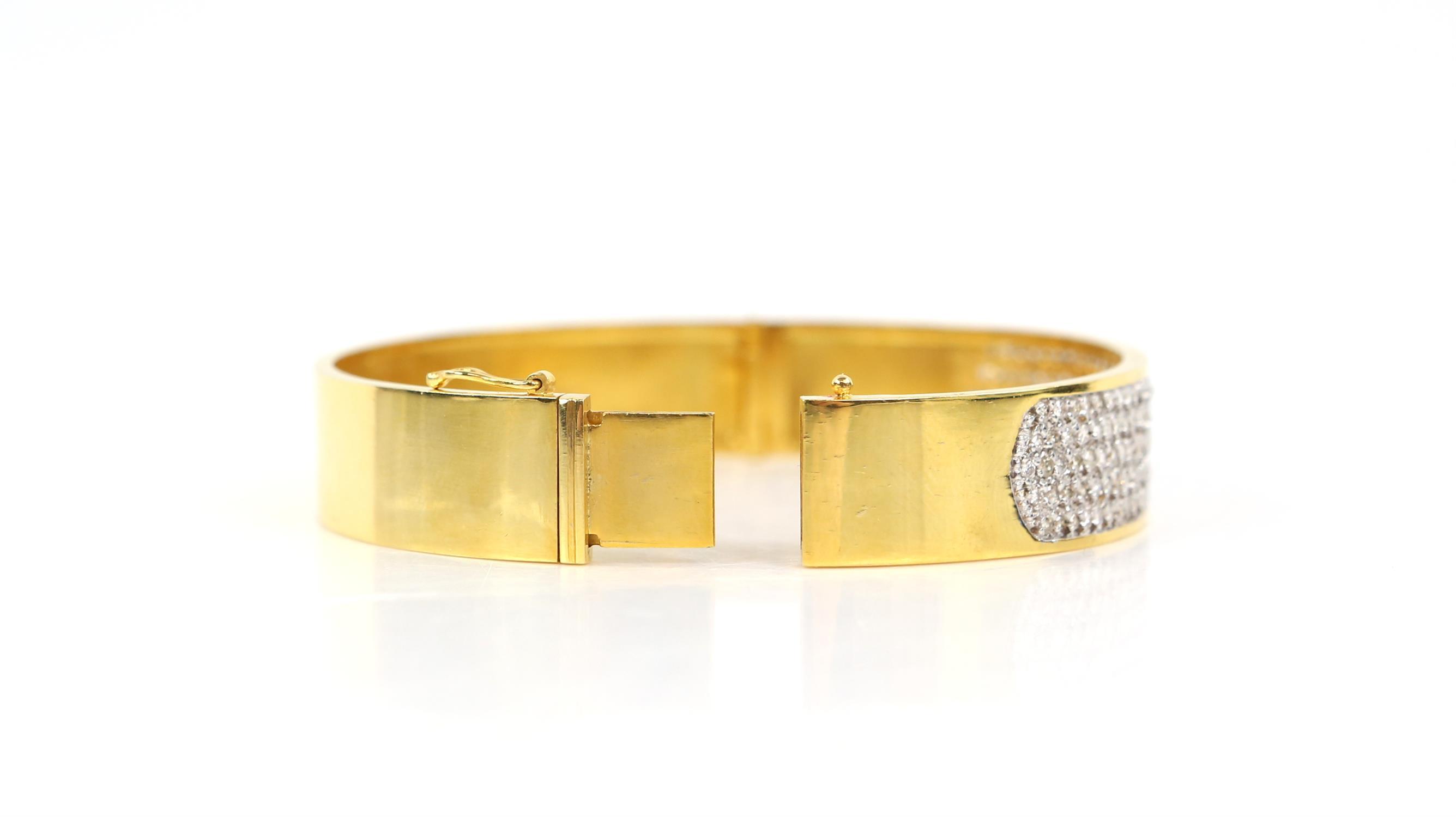 Modern diamond pave set oval hinged bangle, set with round brilliant cut diamonds, - Image 4 of 6