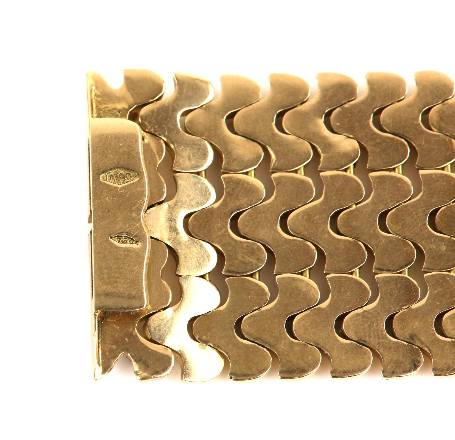 Vintage gold bracelet, three rows of fancy links, 3.5cm in width, with concealed push clasp, - Image 4 of 4