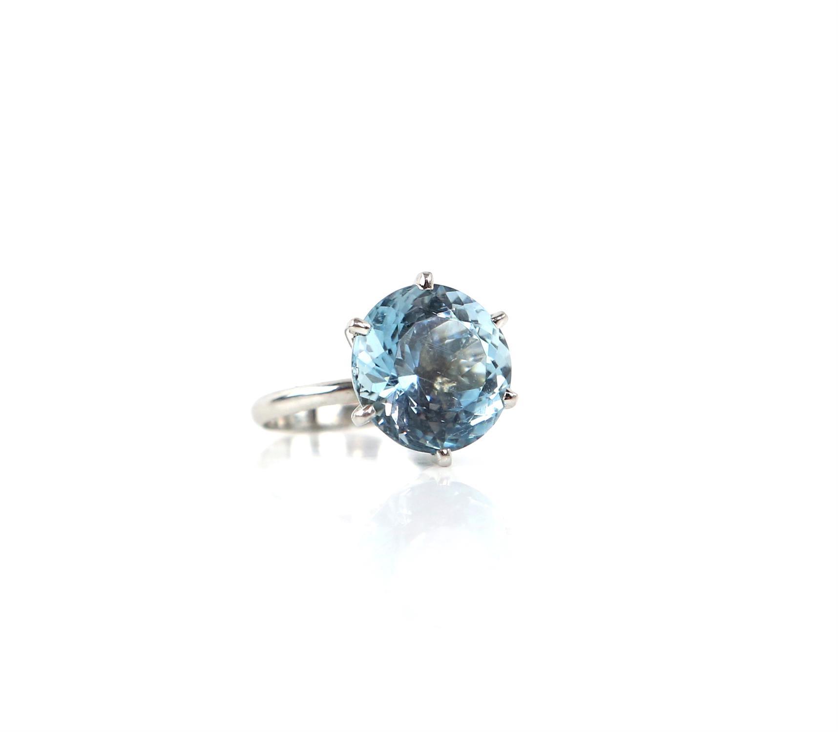 Aquamarine ring, round cut aquamarine, estimated weight 8.80 carats, mount testing as 18 ct, - Image 4 of 9