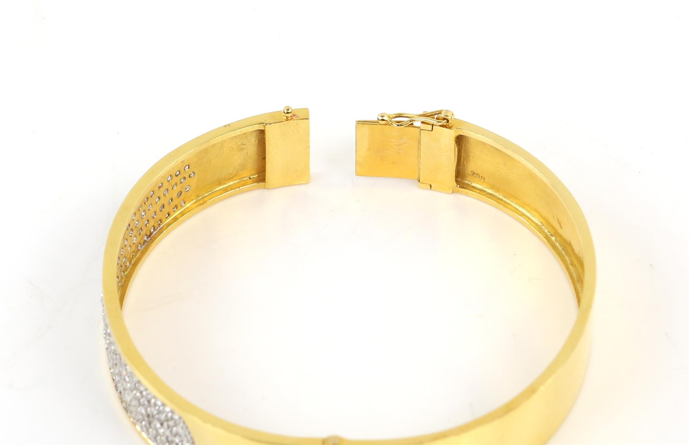 Modern diamond pave set oval hinged bangle, set with round brilliant cut diamonds, - Image 5 of 6