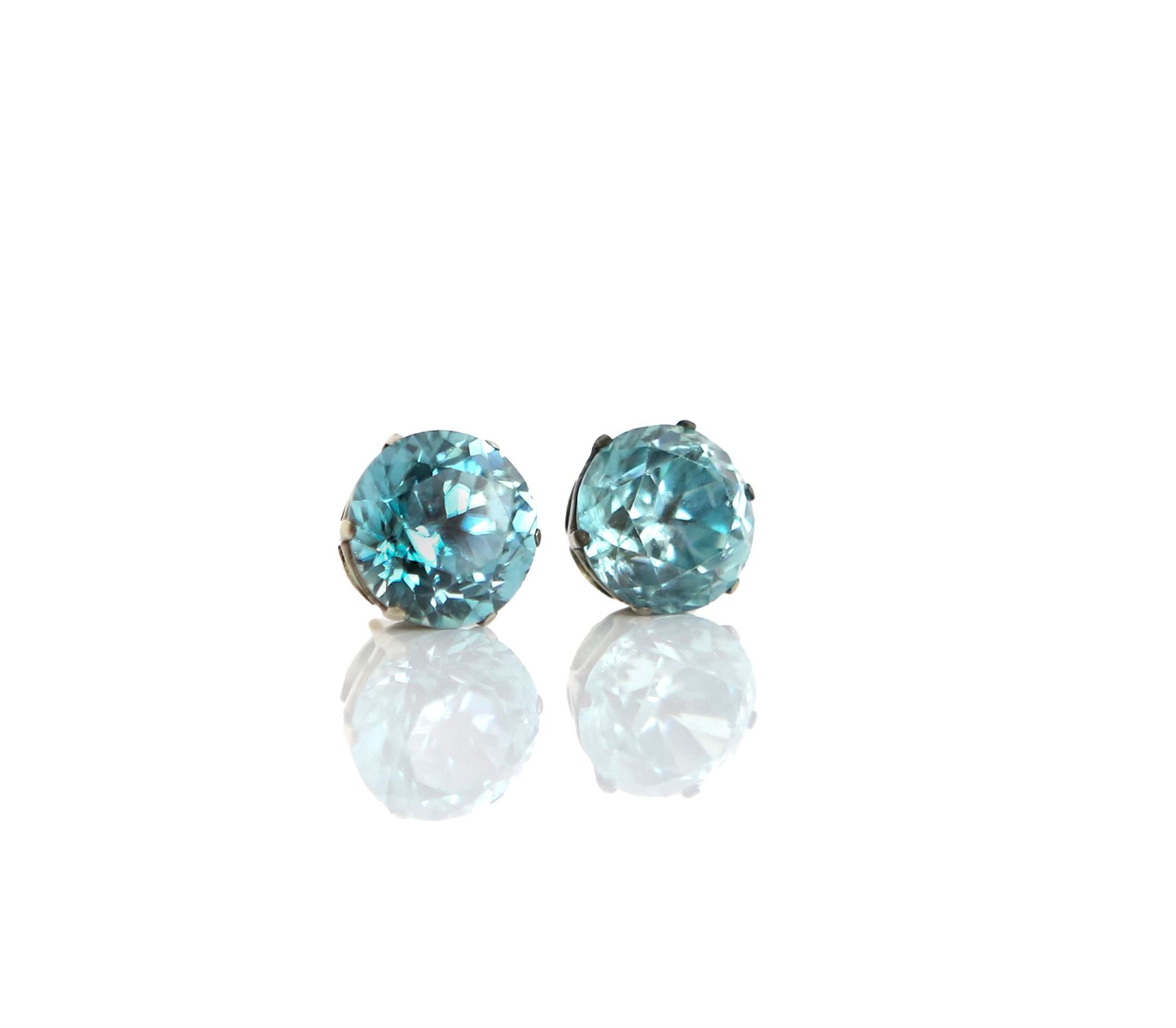 Early 19th Century blue Zircon earrings, old cut zircons, estimated total weight 14.79 carats,