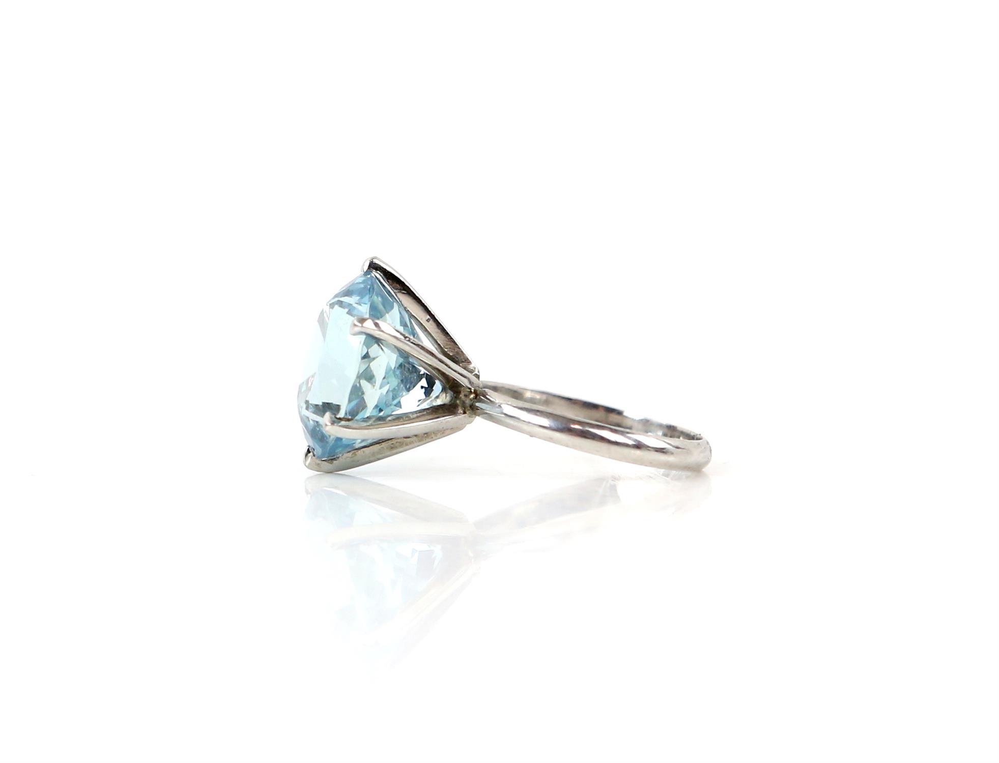 Aquamarine ring, round cut aquamarine, estimated weight 8.80 carats, mount testing as 18 ct, - Image 6 of 9