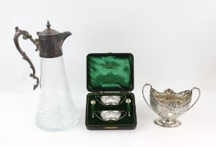 Pair of oval silver salts and spoons, cased, Birmingham 1900, embossed Victorian silver two handled