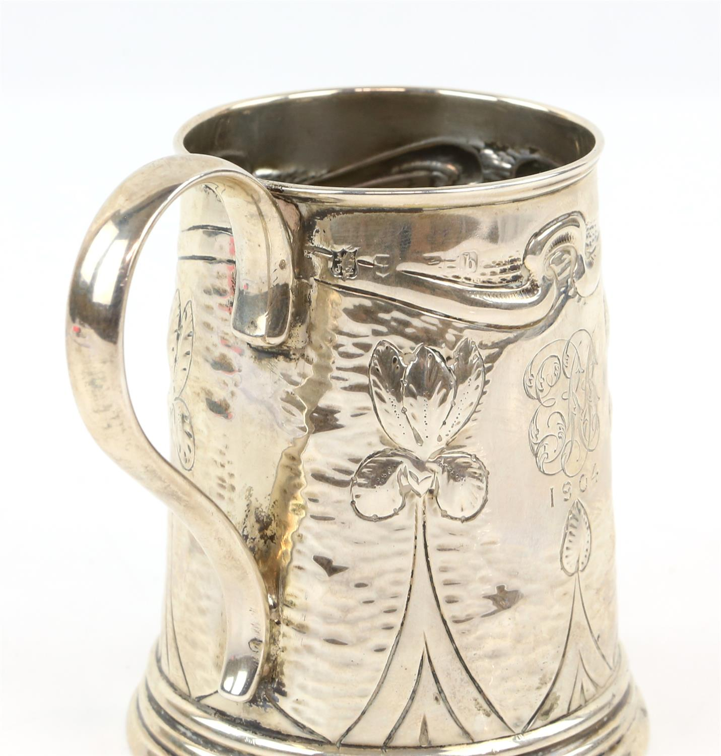 Arts and Crafts silver mug by A J Zimmerman, Birmingham 1901 - Image 2 of 2