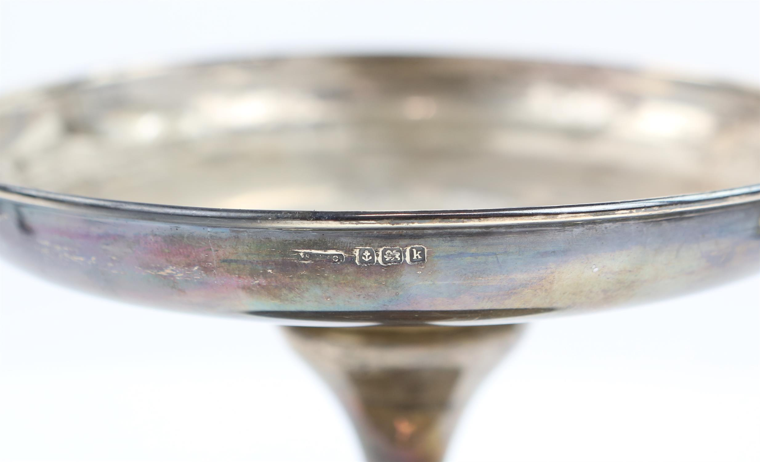 Victorian fern engraved silver mug, a silver sauce boat, a silver small trophy cup 403 grms 13 ozs - Image 3 of 10