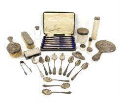 Art Nouveau silver back hairbrush by Robert Pringle & Sons Birmingham 1905, matching hairbrush,